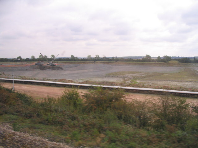 Clay pit at Stewartby - geograph.org.uk - 551792