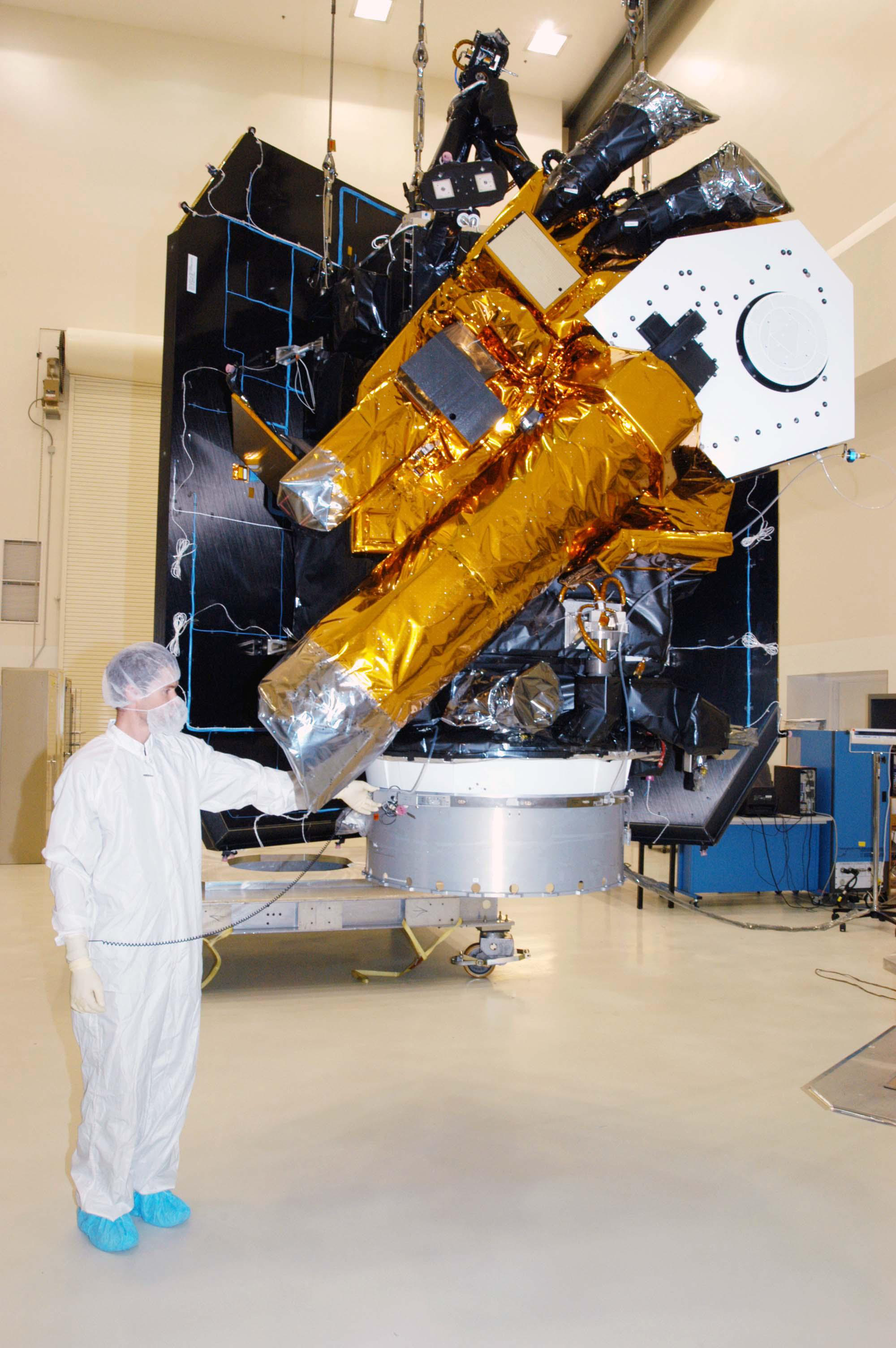 File:Deep impact clean room.jpg - Wikimedia Commons