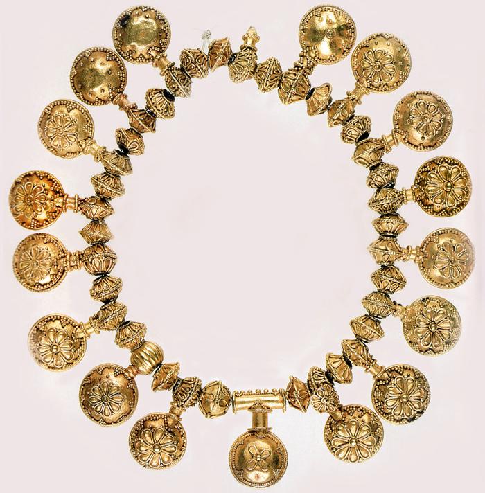 Duvanlii_golden_necklace.png