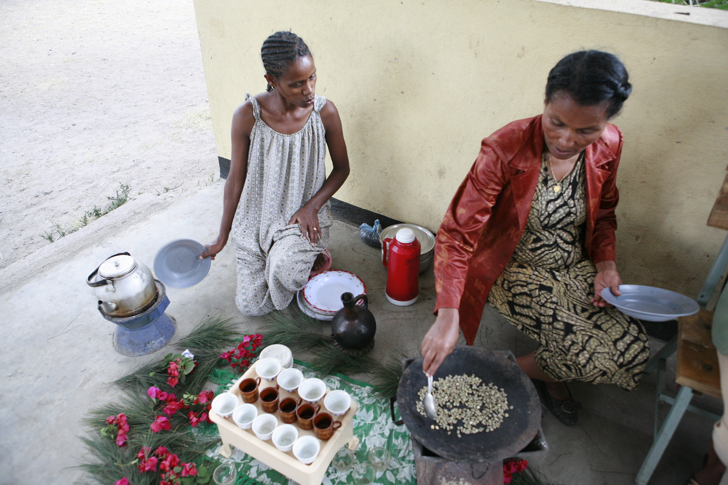 File:Ethiopian Coffee Ceremony 011.jpg - Wikimedia Commons