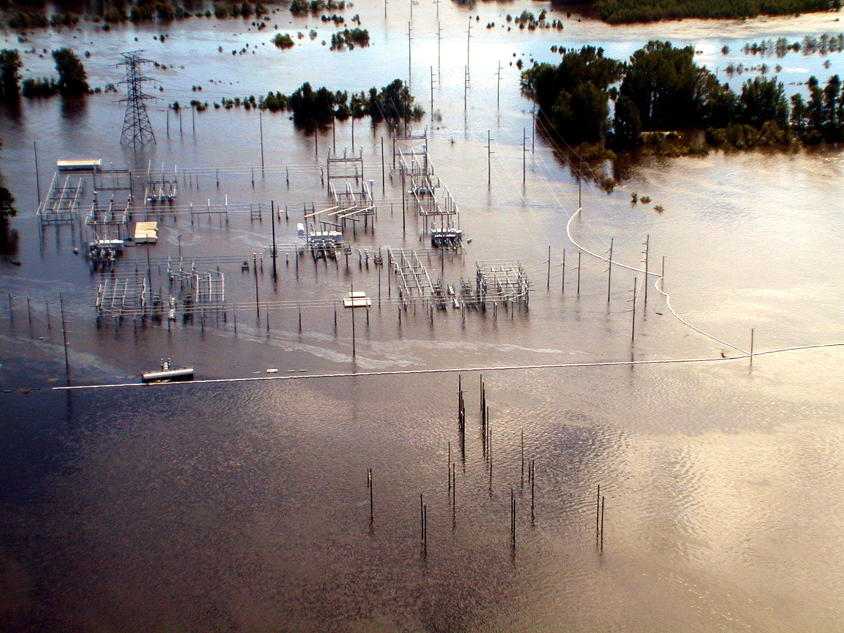 File:FEMA - 100 - Photograph by Dave Gatley taken on 09-22-1999 in