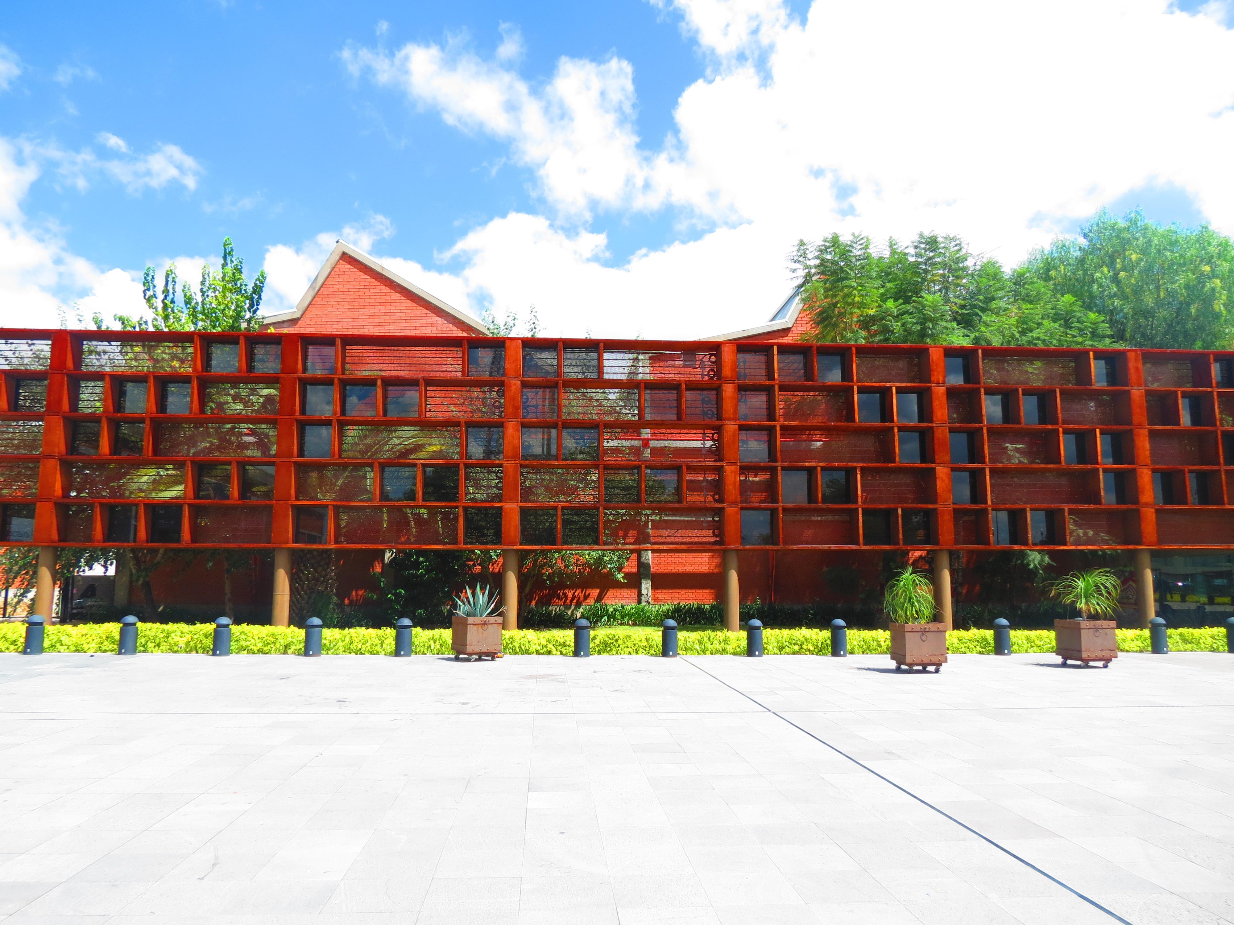 fachada del museo espacio