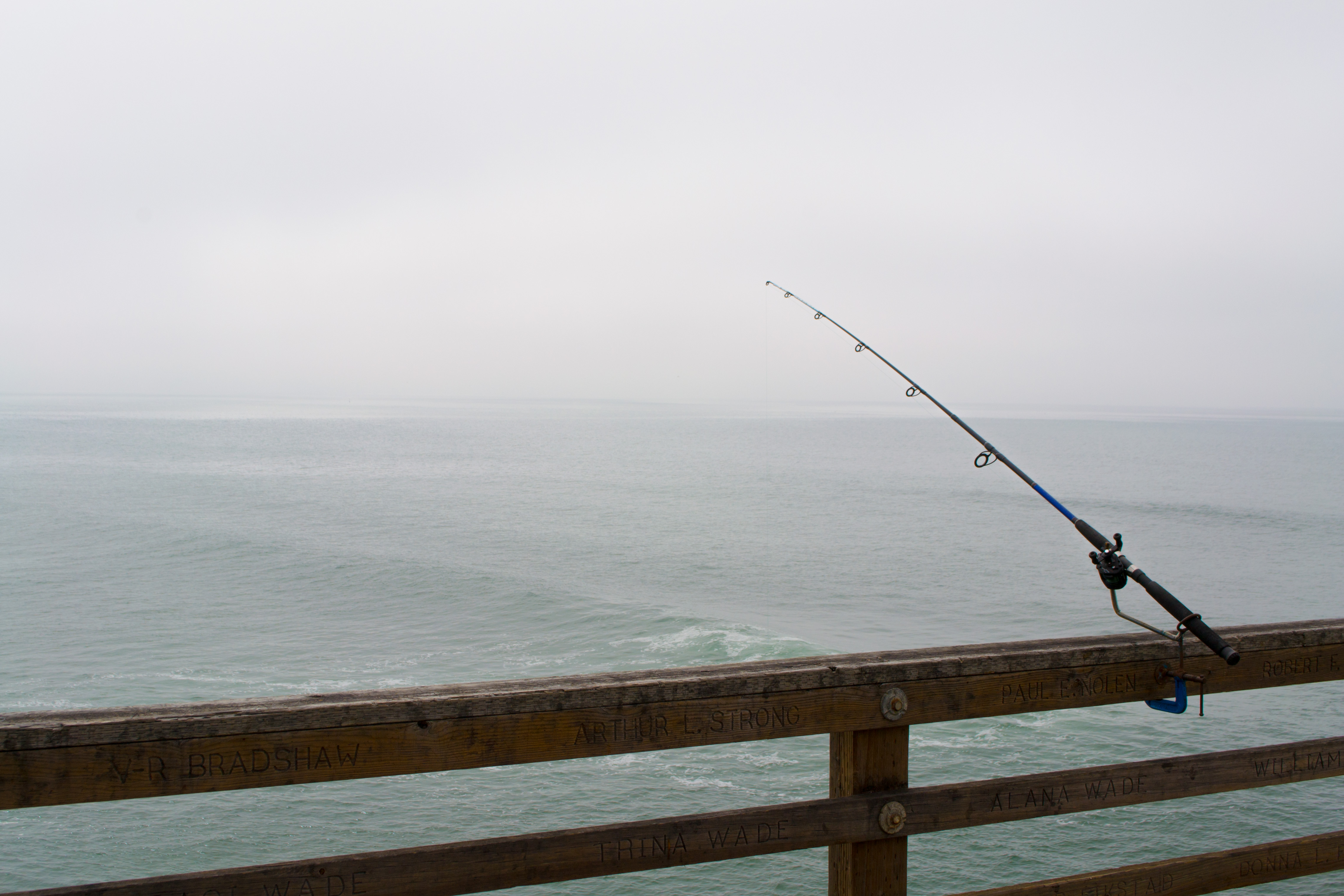 File fishing pole at oceanside wikimedia commons for How to fishing