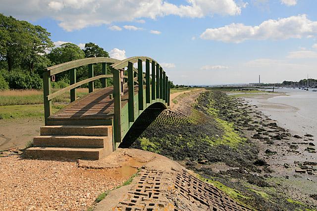 Footbridge and footpath along eastern bank of River Hamble - geograph.org.uk - 448860