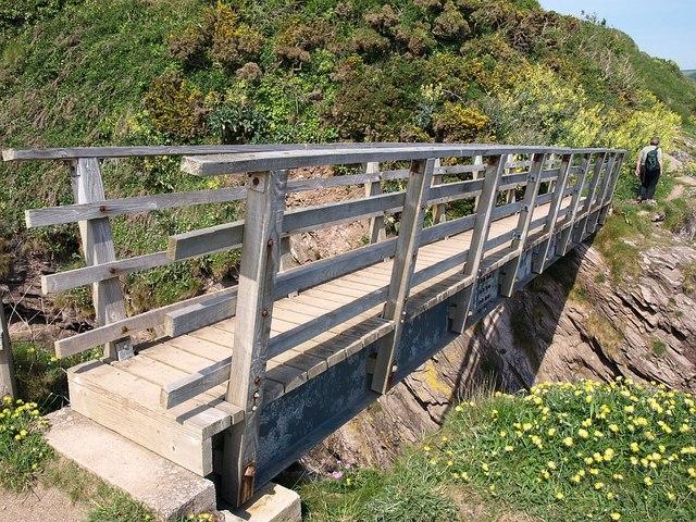 Footbridge near Compass Cove - geograph.org.uk - 806729