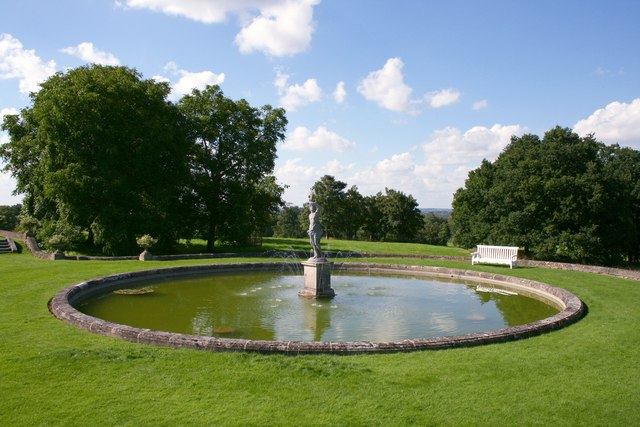 Fountain at Buscot House - geograph.org.uk - 500723