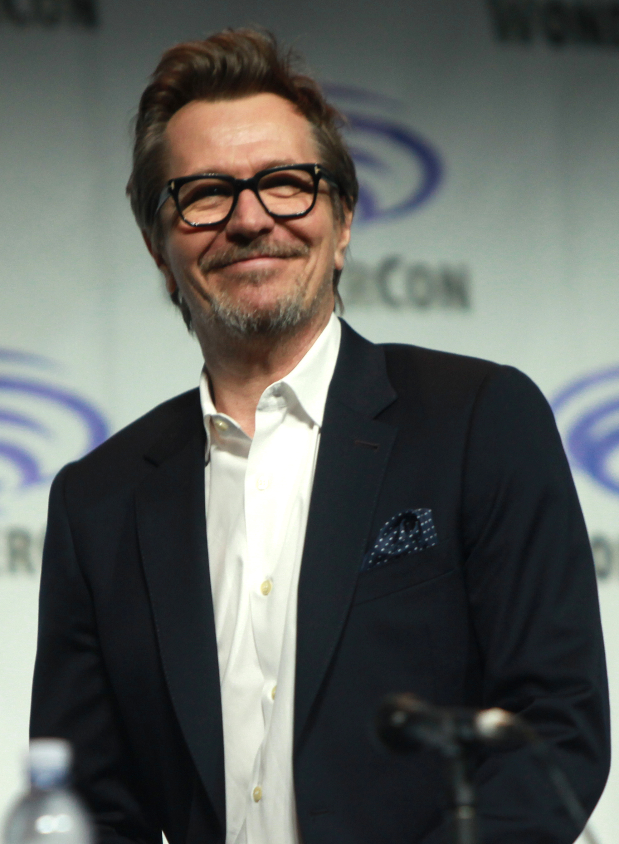 Gary Oldman earned a  million dollar salary, leaving the net worth at 40 million in 2017