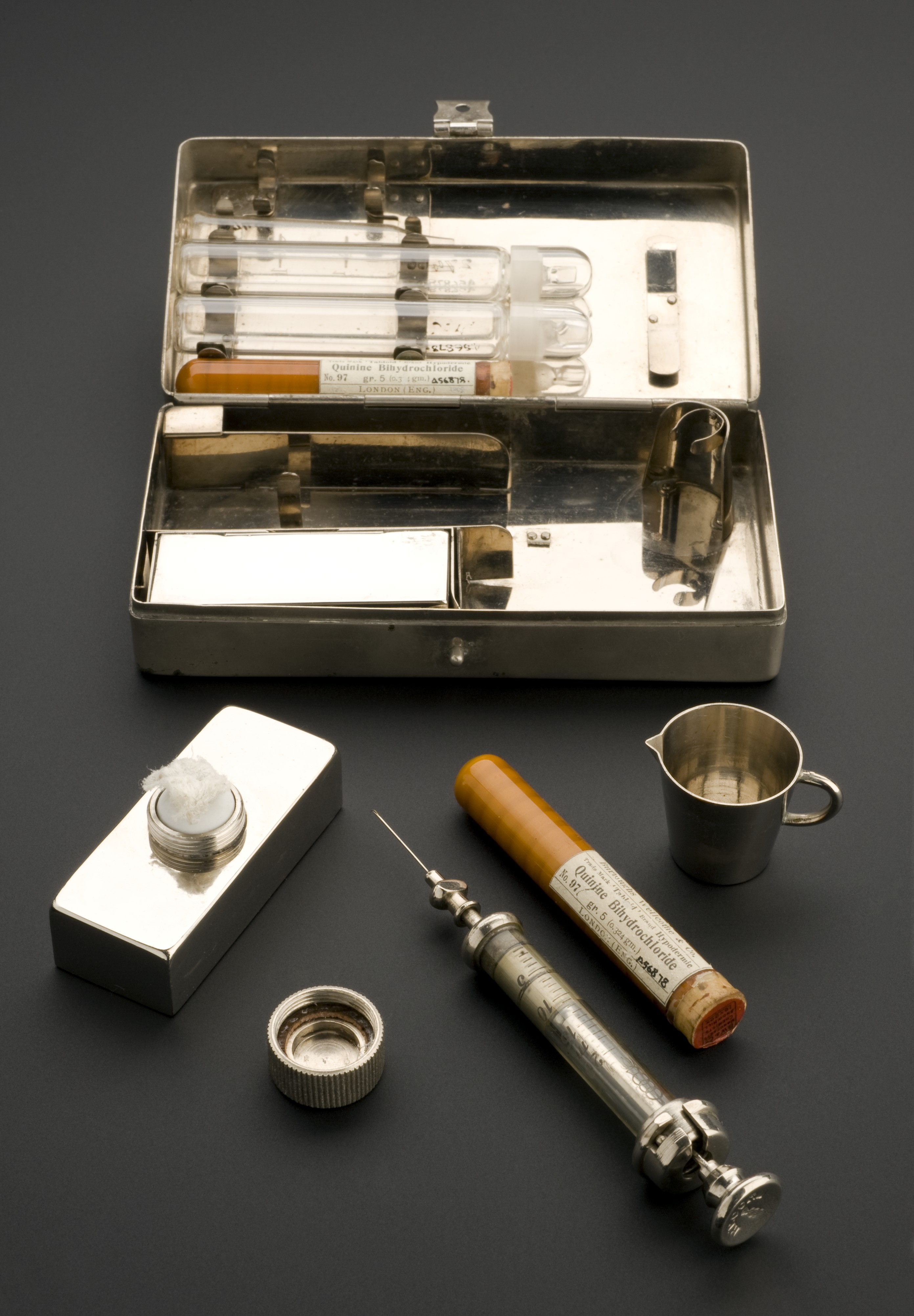 File:Hypodermic syringe set, Berlin, Germany, 1910-1914
