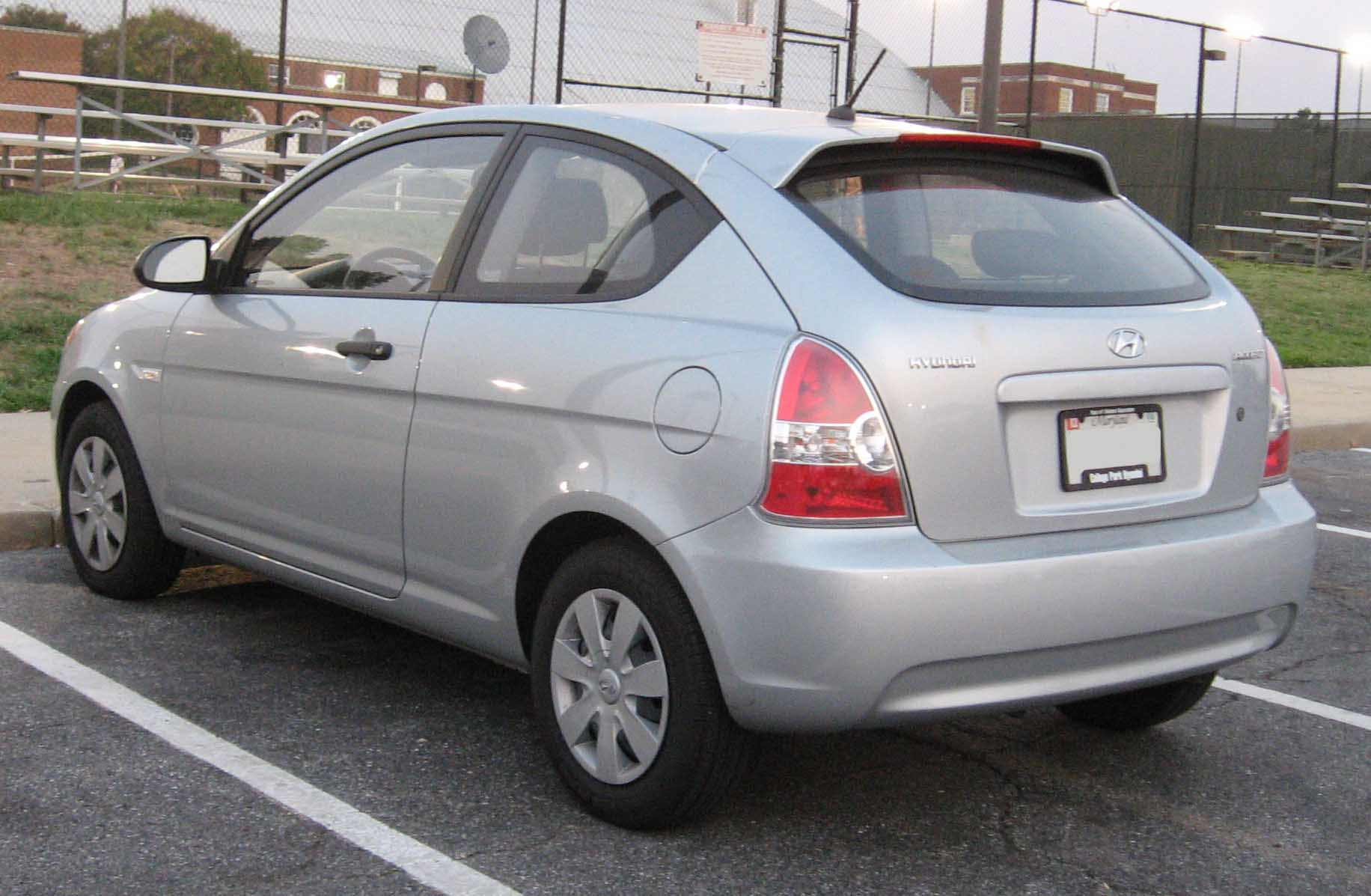 File Hyundai Accent Hatchback Rear 2 Jpg Wikimedia Commons