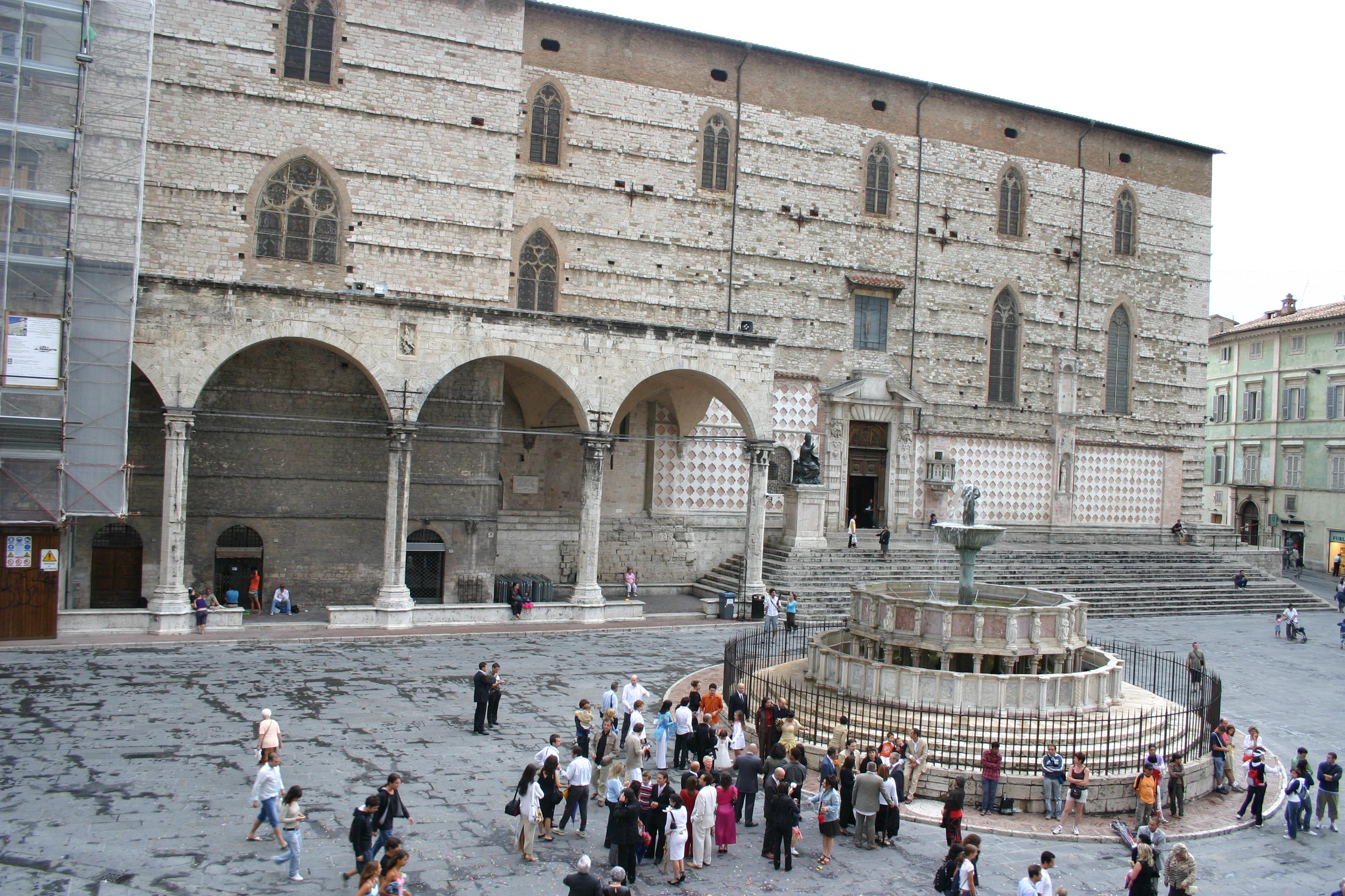 File img 0696 perugia piazza iv novembre foto g for Arredare milano piazza iv novembre