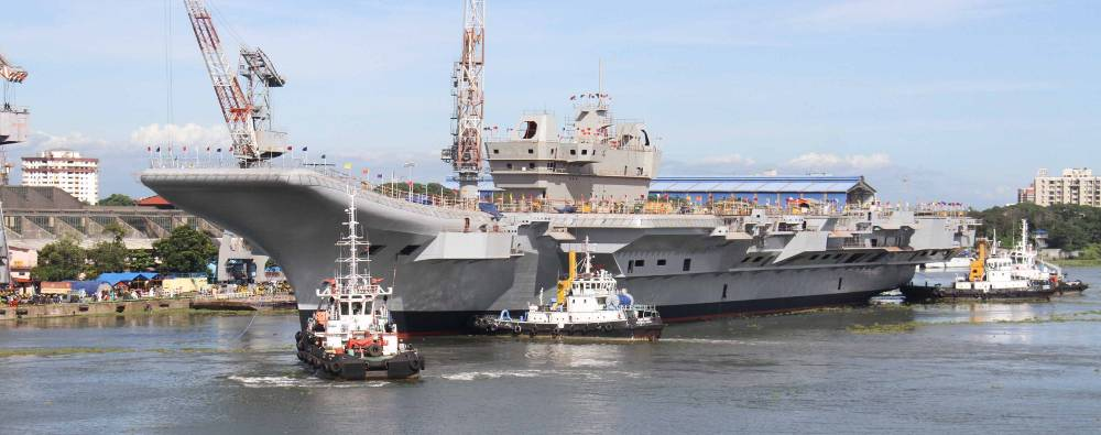 [Immagine: INS_Vikrant_being_undocked_at_the_Cochin...803%29.jpg]