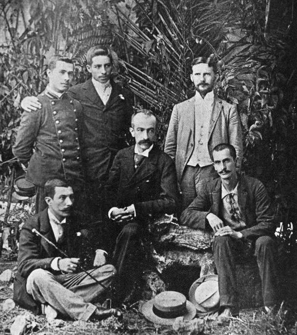 Miembros de la Comisión de Límites con México; al centro, el Ingeniero Claudio Urrutia.
