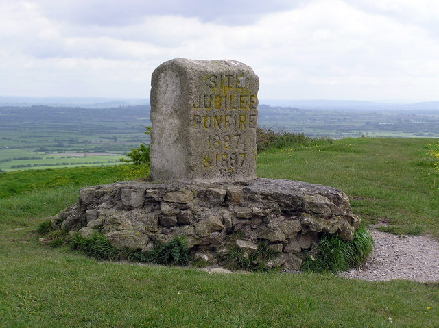 Jubilee bonfire memorial on Brent Knoll - geograph.org.uk - 349537
