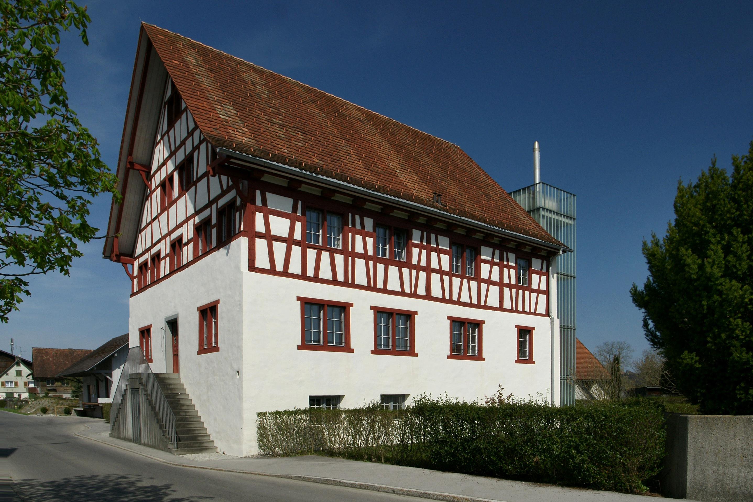 Das Wirtshaus zur Rose, erbaut 1735 von Johannes Lutz im Typus eines stattlichen Thurgauer Fachwerkbaus in Gaißau, Vorarlberg, Österreich