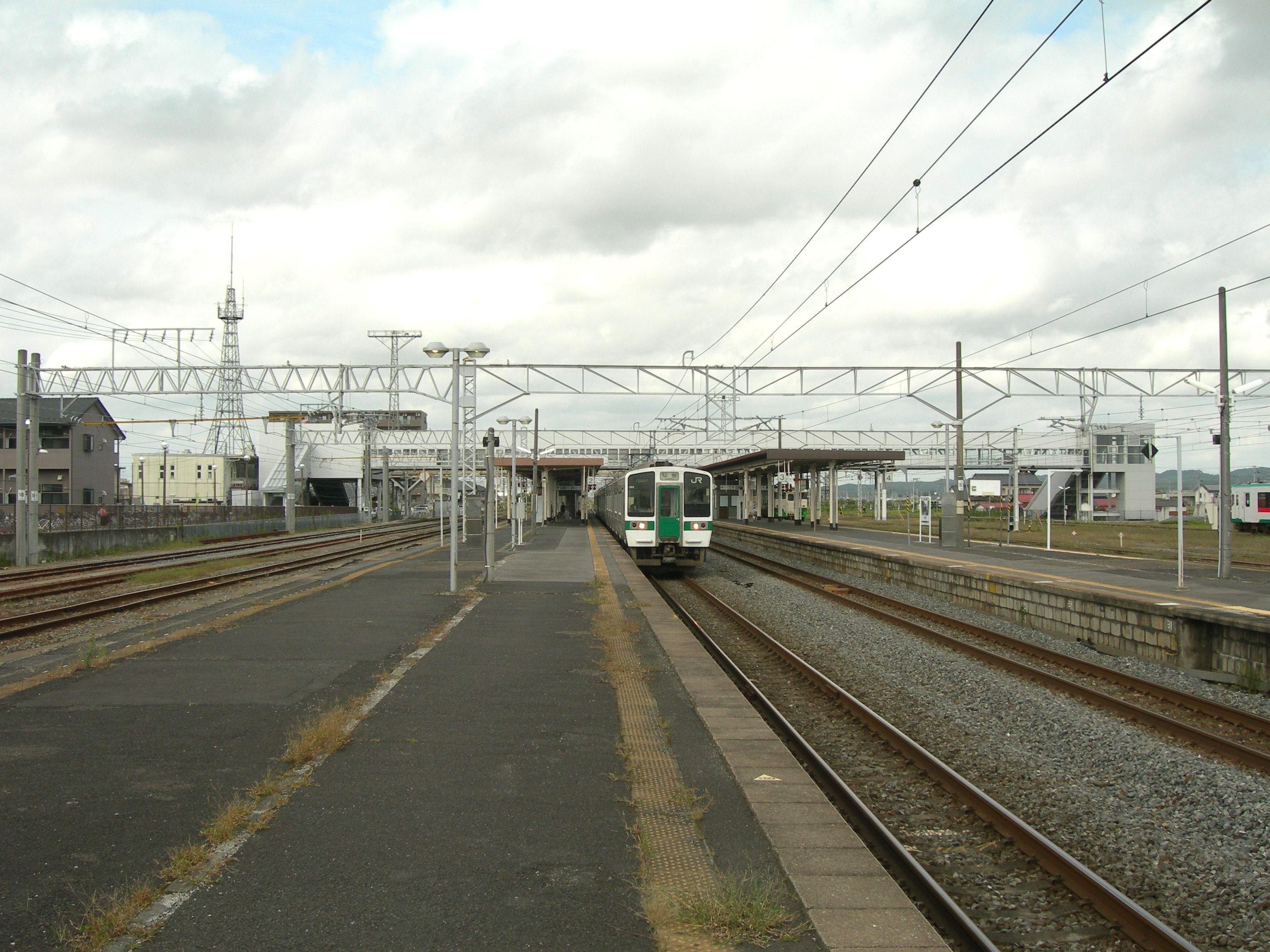 https://upload.wikimedia.org/wikipedia/commons/e/e6/Kogota-Station-platform.jpg
