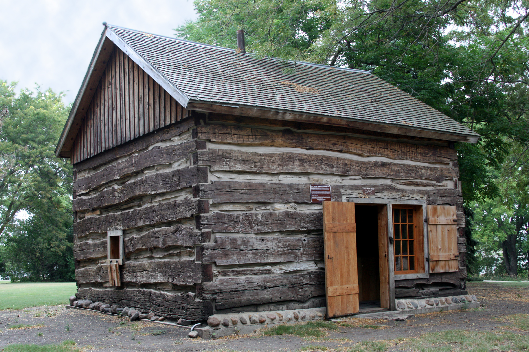 Http Commons Wikimedia Org Wiki File Luce Cabin Sm Jpg