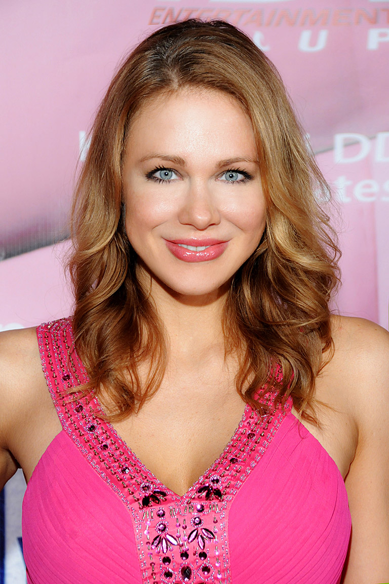 The 41-year old daughter of father (?) and mother(?) Maitland Ward in 2018 photo. Maitland Ward earned a  million dollar salary - leaving the net worth at 1 million in 2018