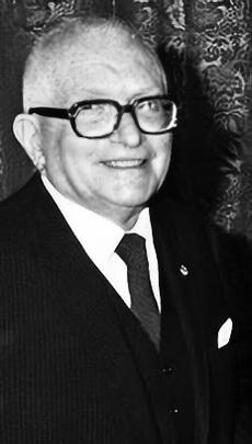 https://upload.wikimedia.org/wikipedia/commons/e/e6/Massimo_Pallottino.jpg