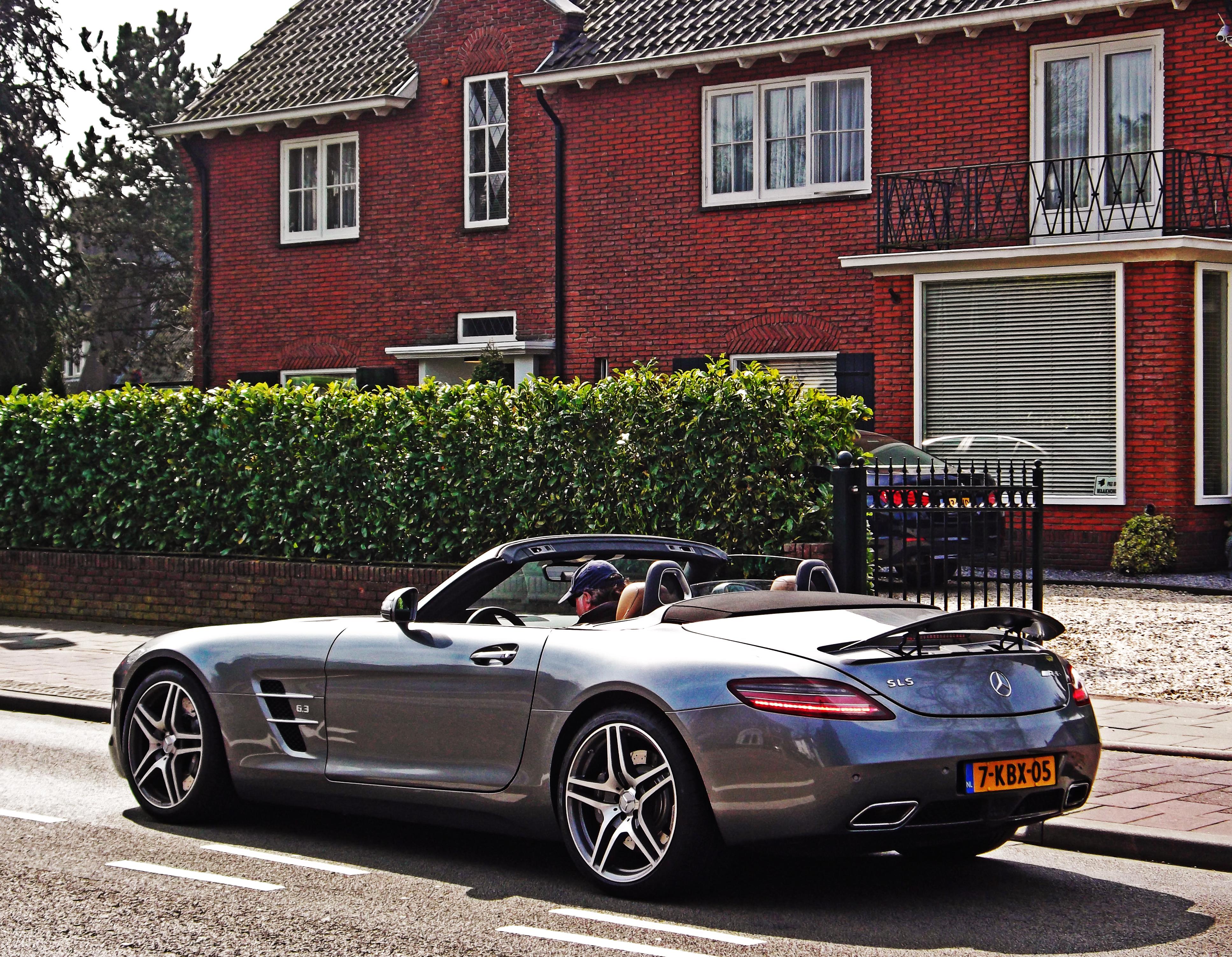 File:Mercedes Benz SLS AMG Roadster (16632408544)