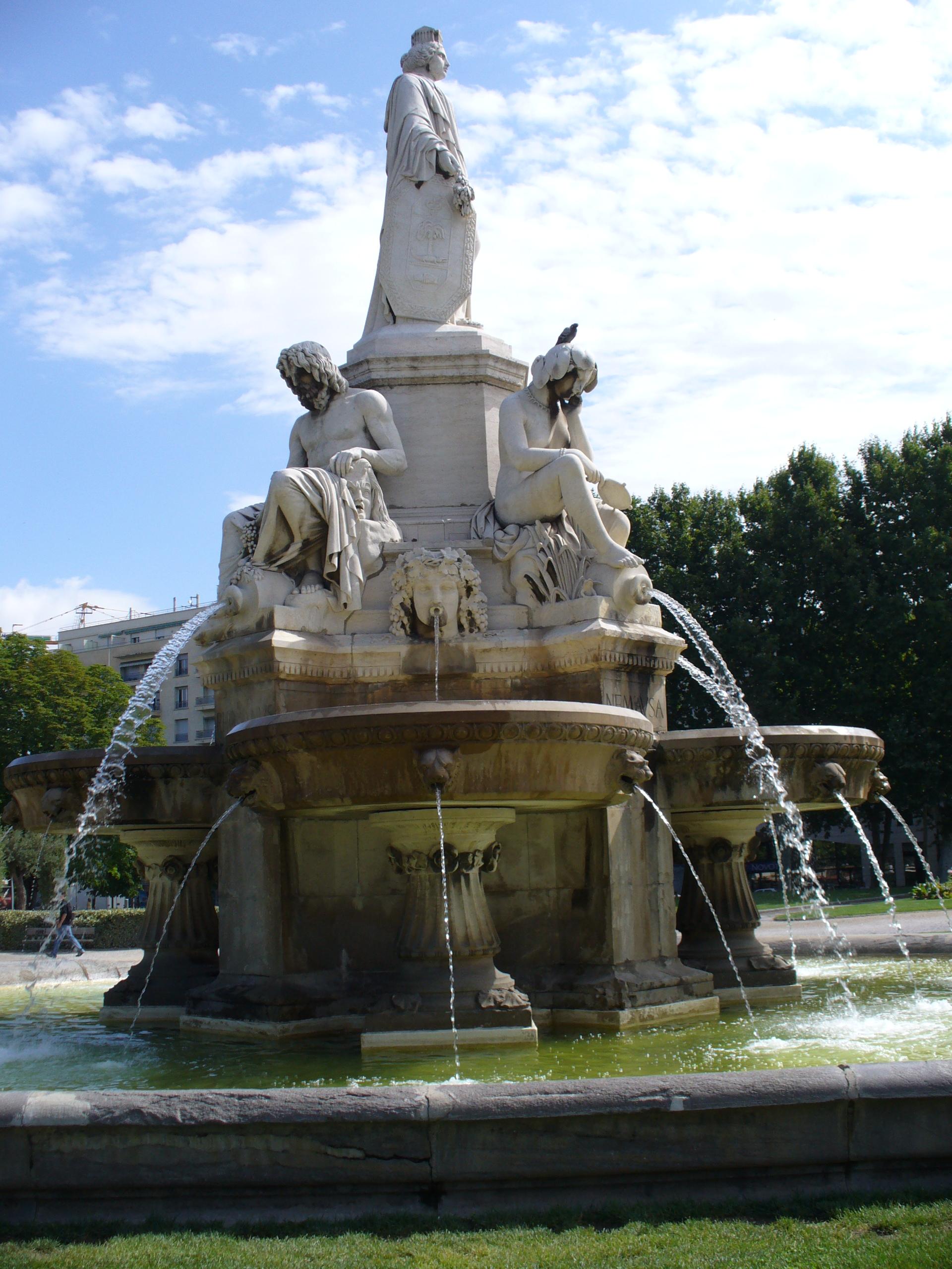 File:Nimes-Fontaine de Pradier-Pradierbrunnen(1850)-Jardin Esplanade ...