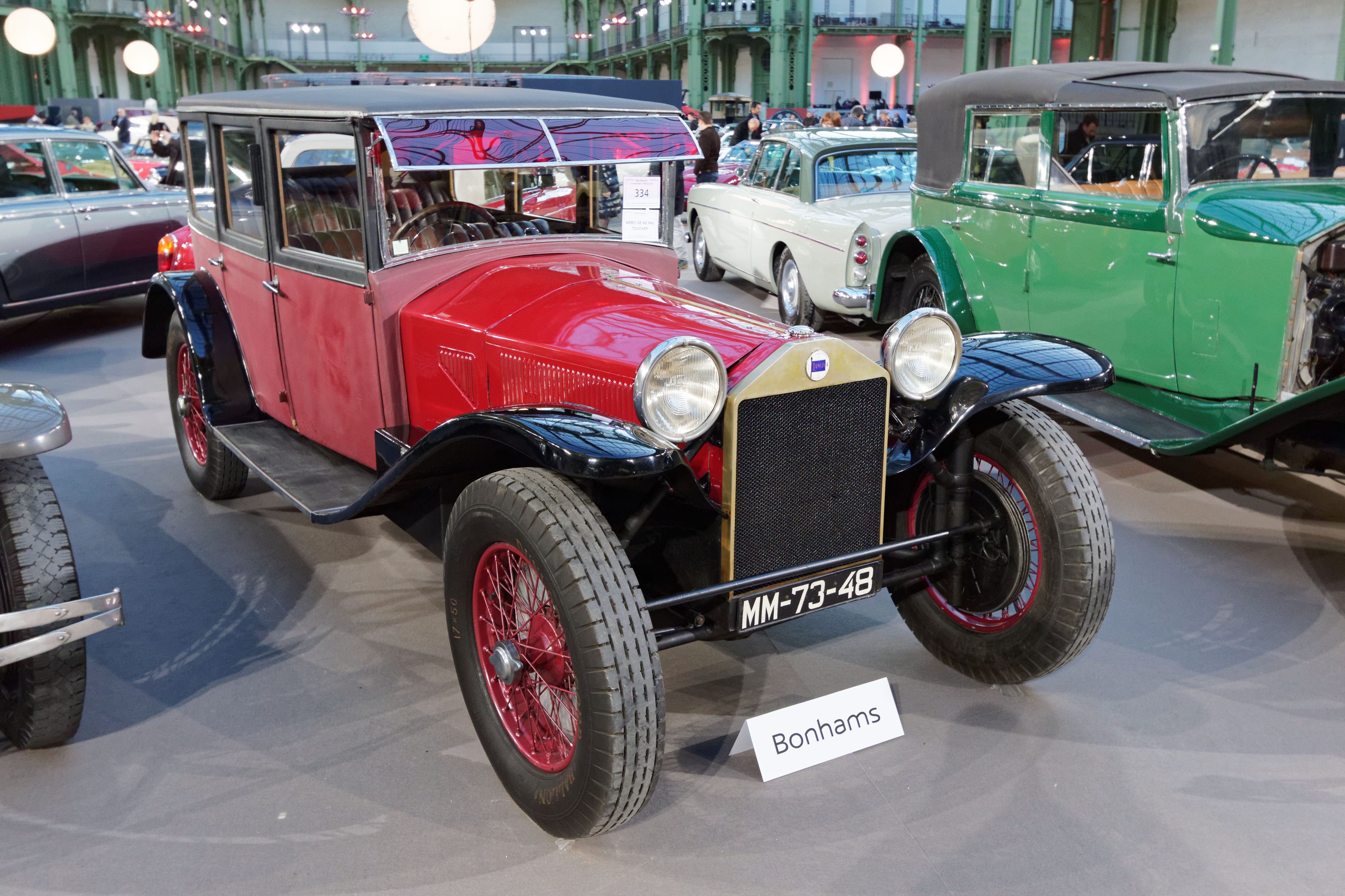 https://upload.wikimedia.org/wikipedia/commons/e/e6/Paris_-_Bonhams_2015_-_Lancia_Lambda_7th_Series_Weymann_Limousine_-_1928_-_002.jpg