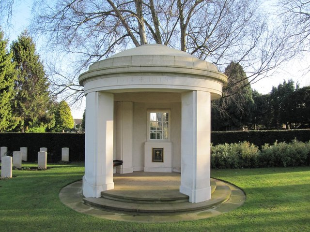 English: Pavilion in the cemetery The white pa...