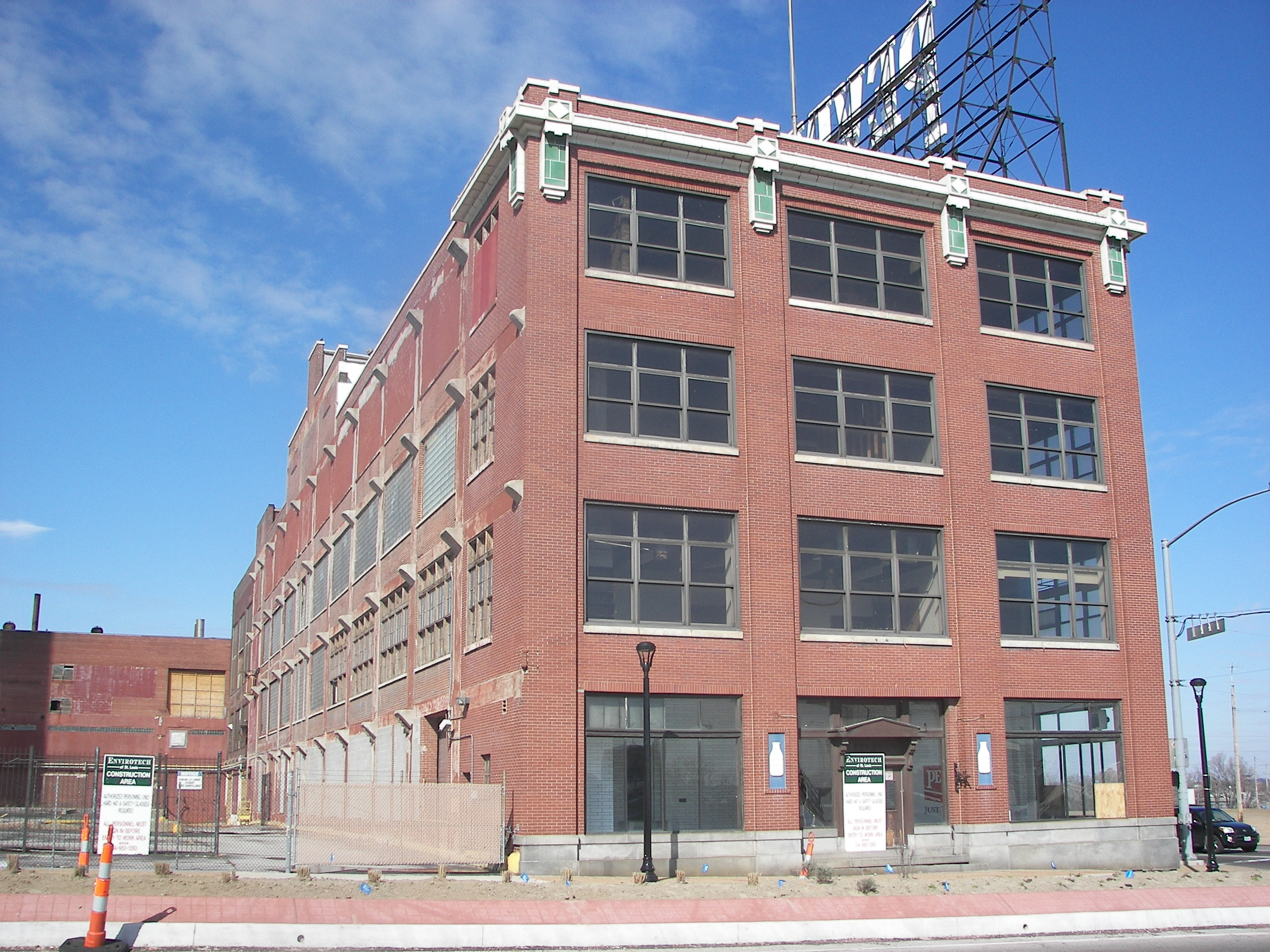 File:Pevely Dairy Company Plant office building (west view).JPG ...