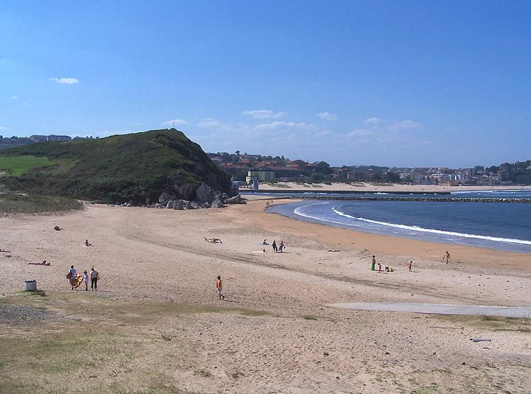 File:Playa de Cuchia.jpg