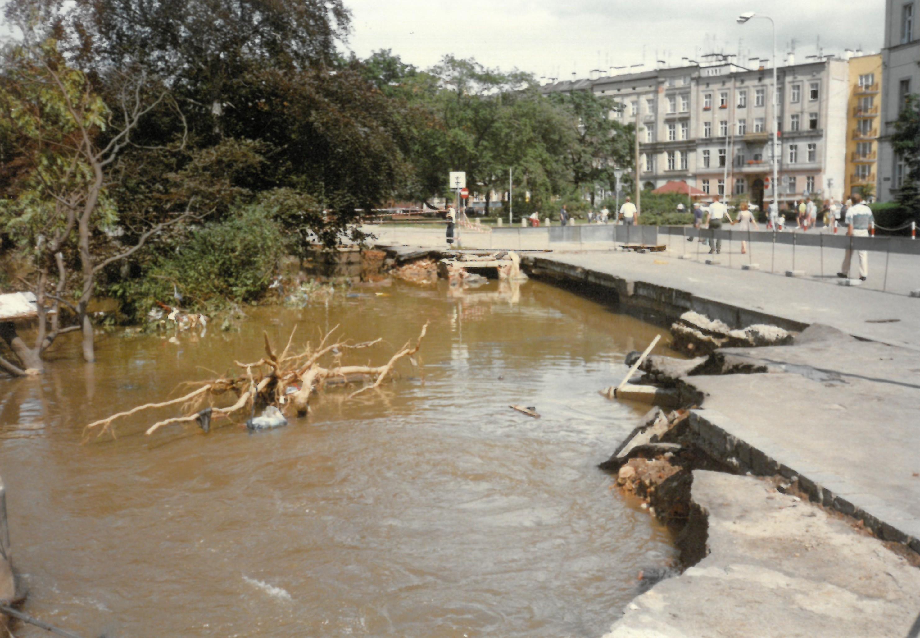 Szkody po wielkiej powodzi w lipcu 1997
