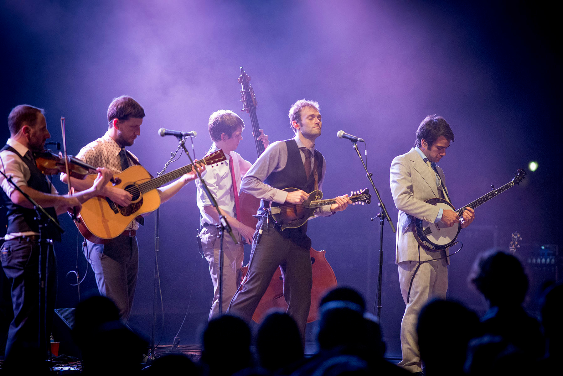 https://upload.wikimedia.org/wikipedia/commons/e/e6/Punch_Brothers_Julie_Macie.jpg