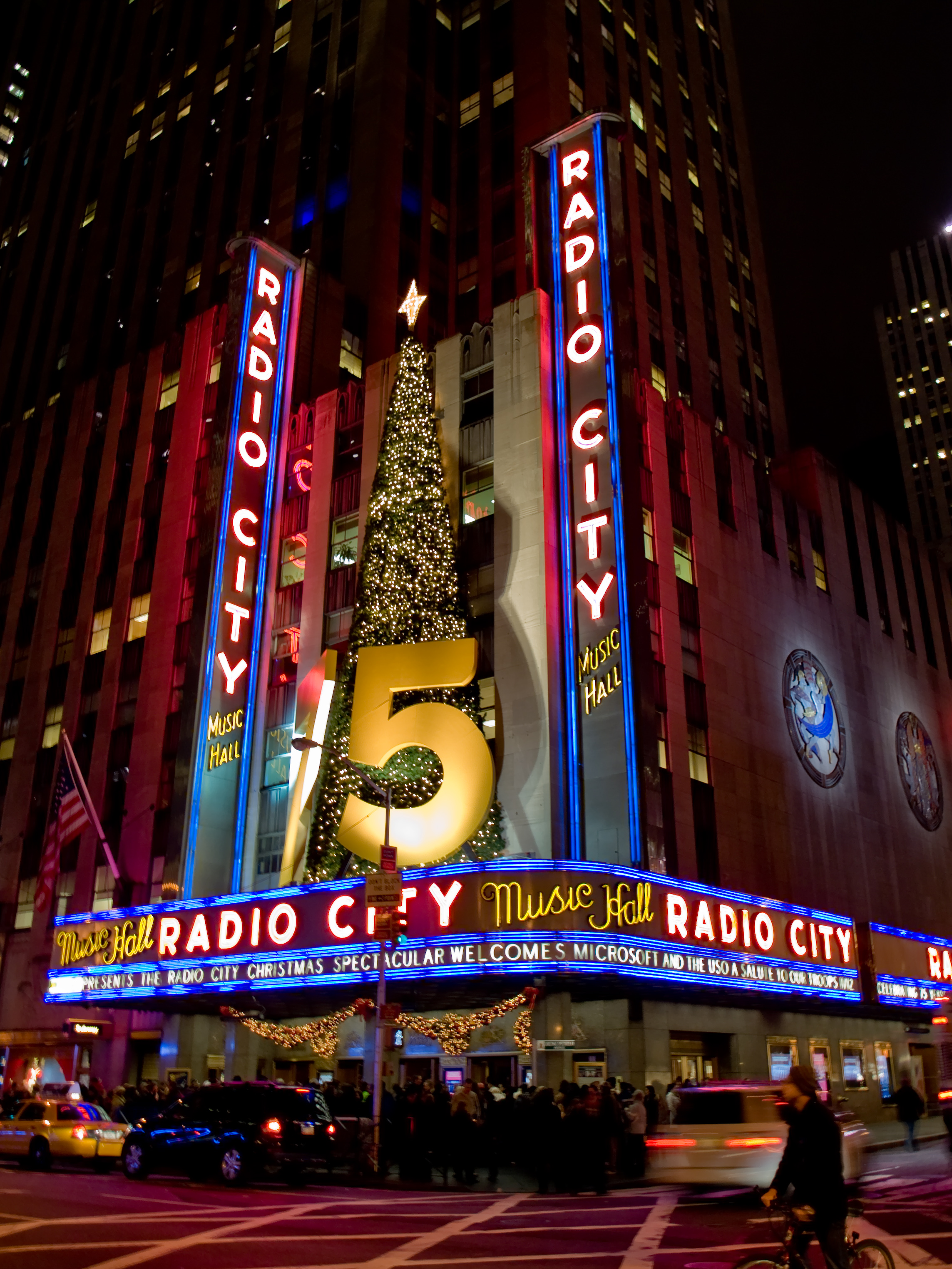File:Radio City Music Hall 2229954271 675a3a4551.jpg - Wikimedia ...
