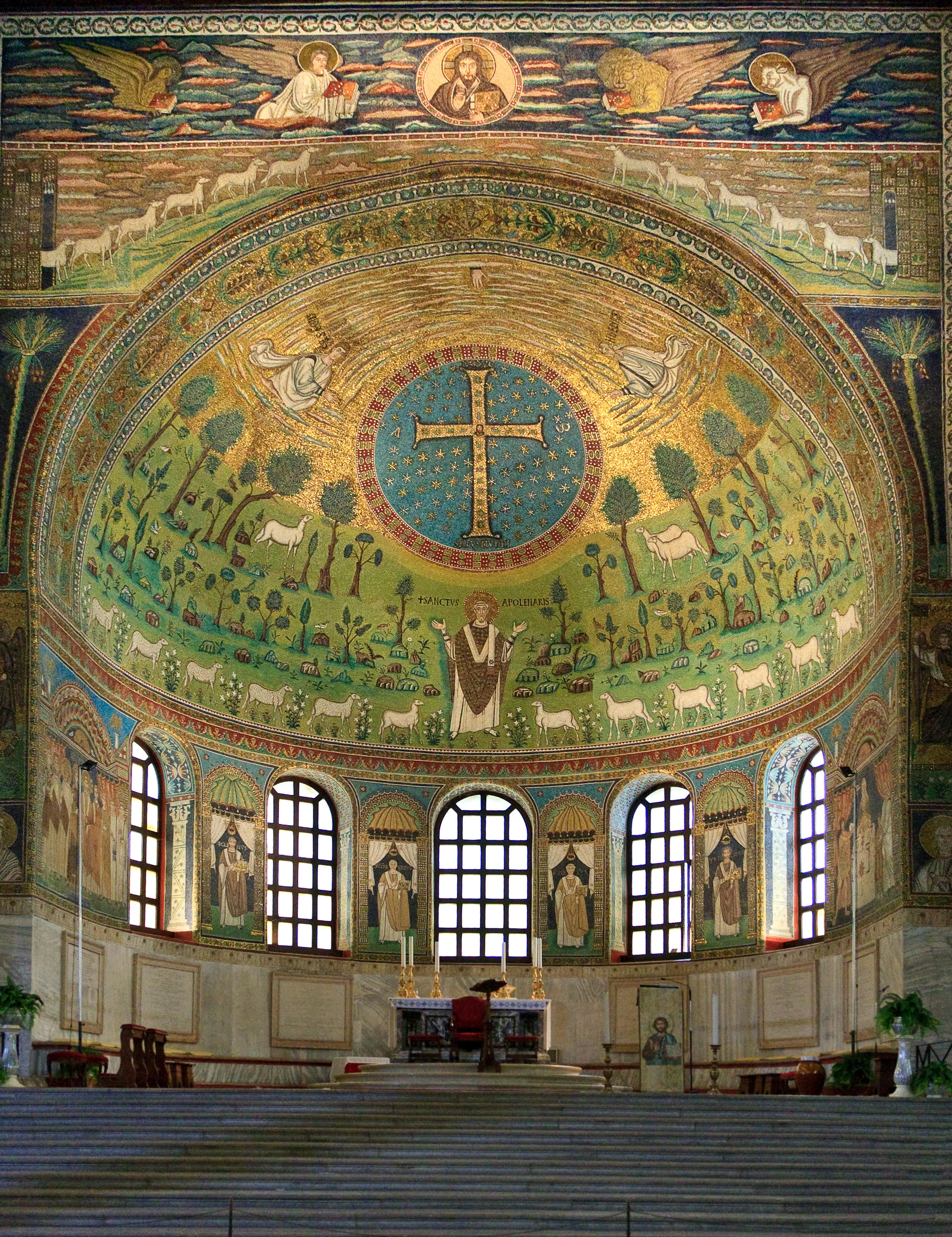 https://upload.wikimedia.org/wikipedia/commons/e/e6/Ravenna_SantApollinare_Classe_0115.jpg