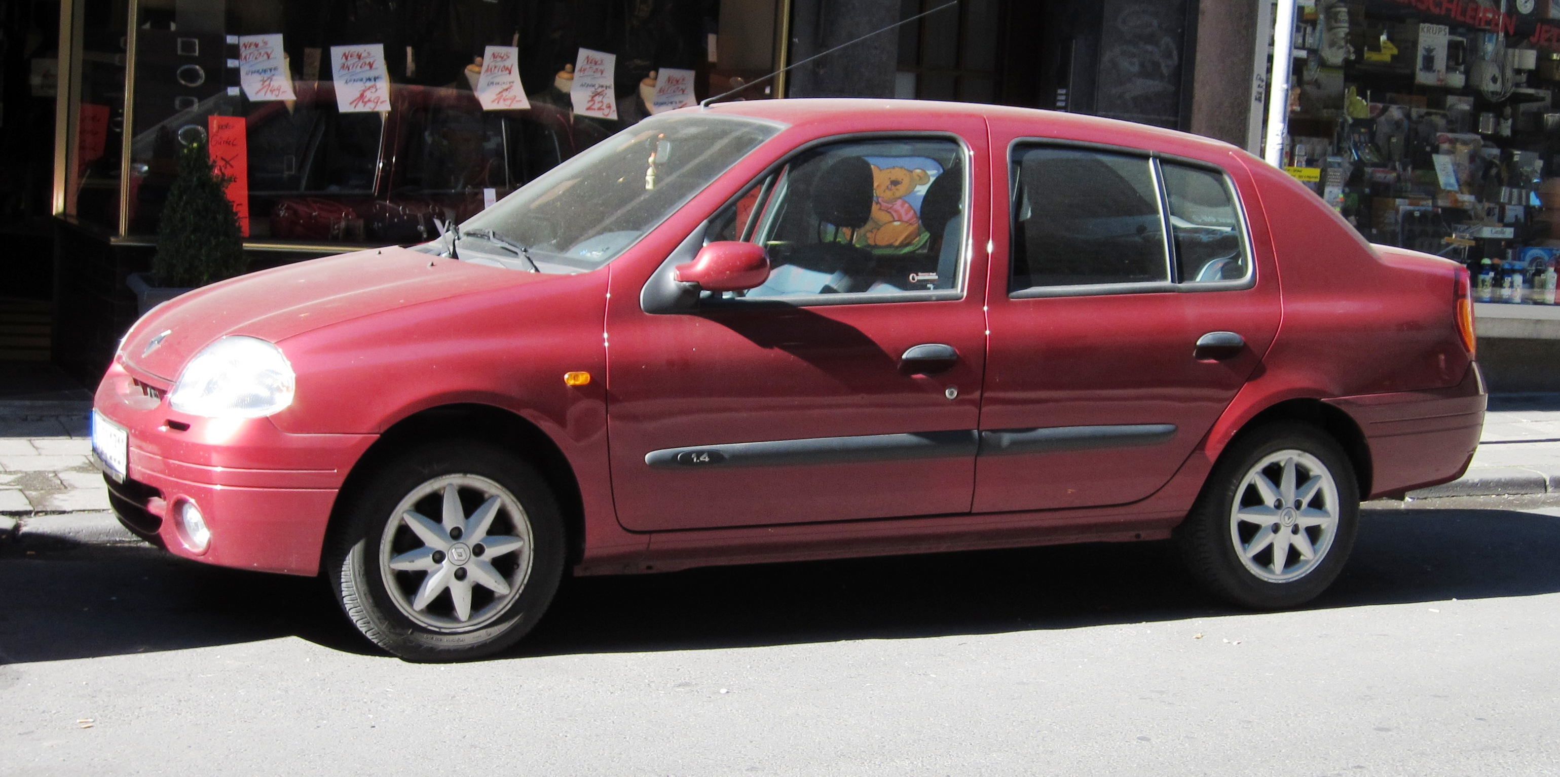 Filerenault Clio 4 Door Notchback In Aacheng Wikimedia Commons