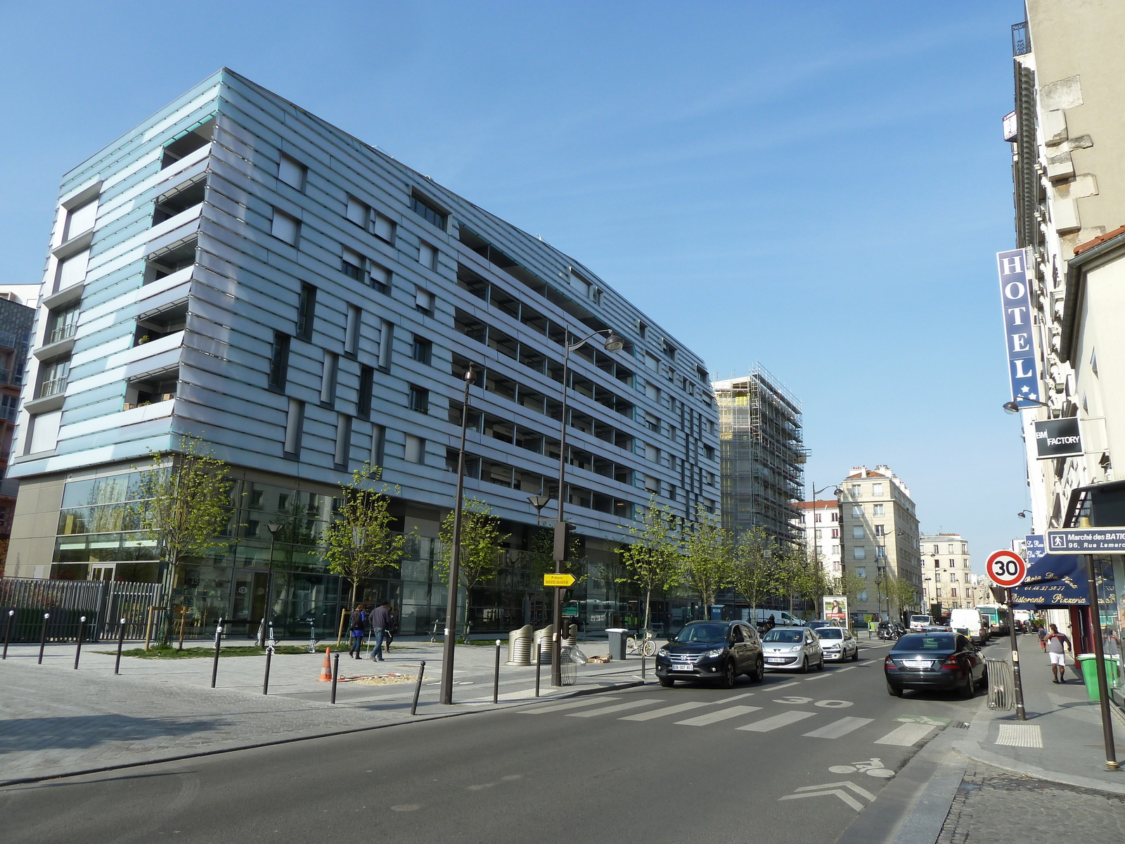File:Rue Cardinet, Paris mars 2014.jpg - Wikimedia Commons