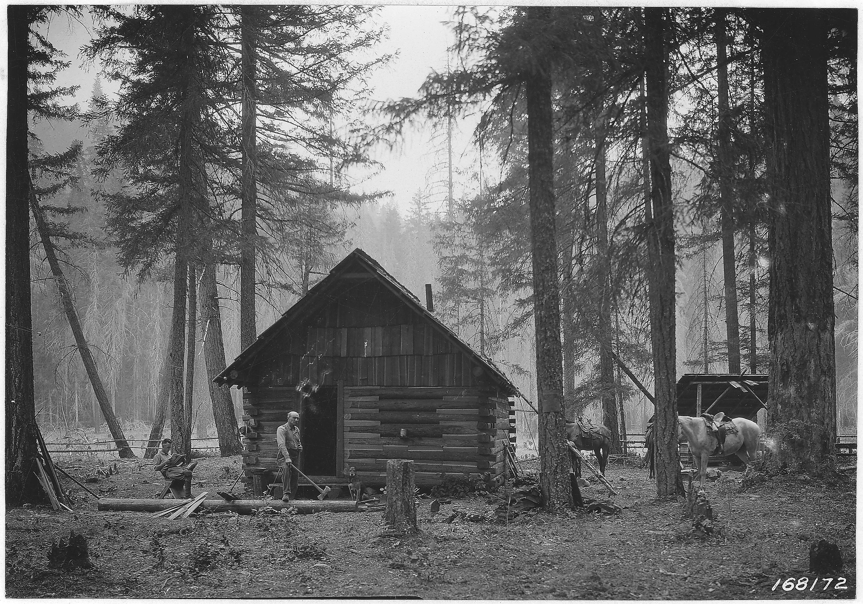 File:South Umpqua Ranger Station Cabin, Umpqua Forest