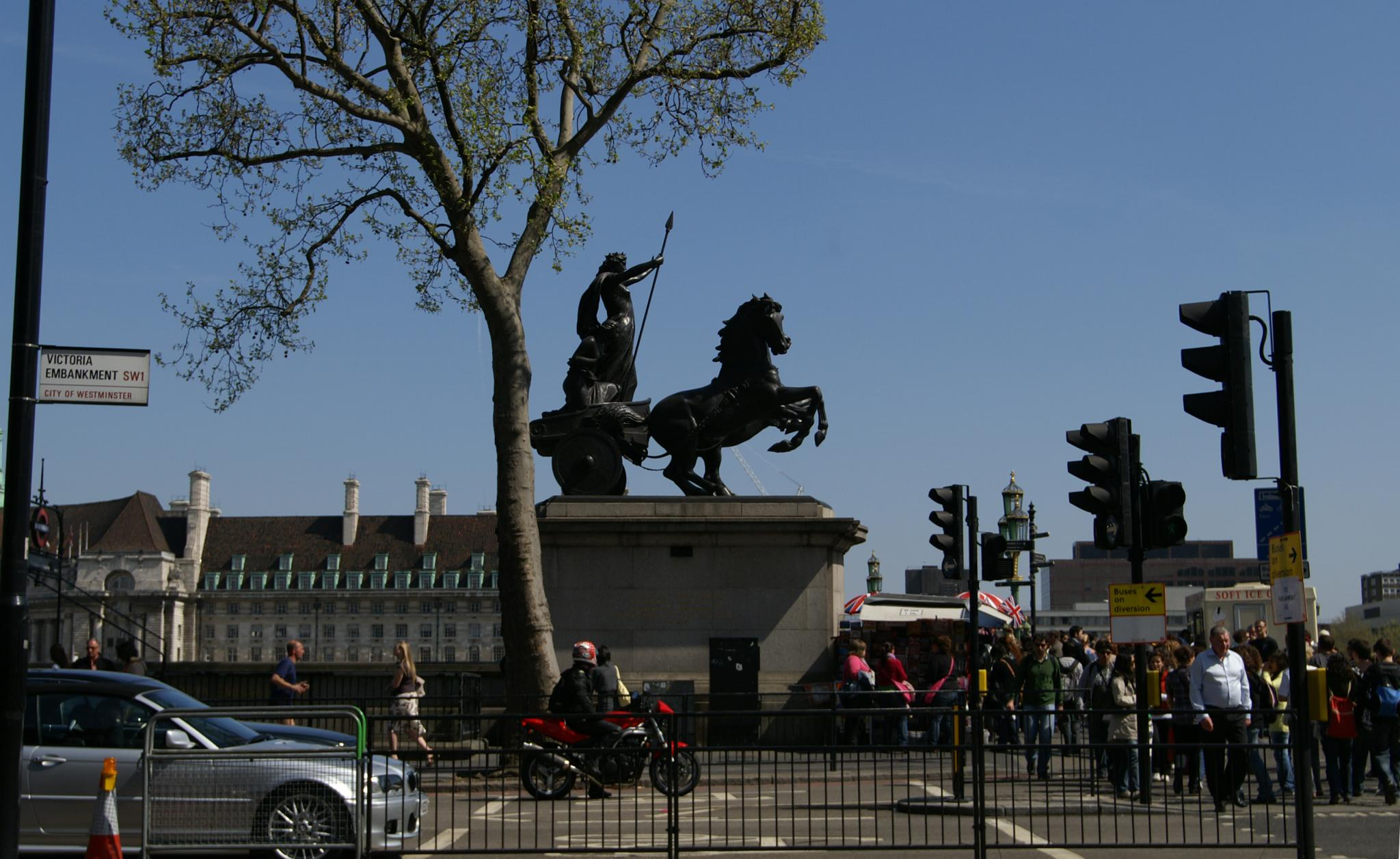 http://upload.wikimedia.org/wikipedia/commons/e/e6/Statue_of_Boudicca.jpg