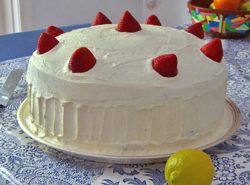 largecakearnishfoodgarnishedwithstrawberrystrawberries