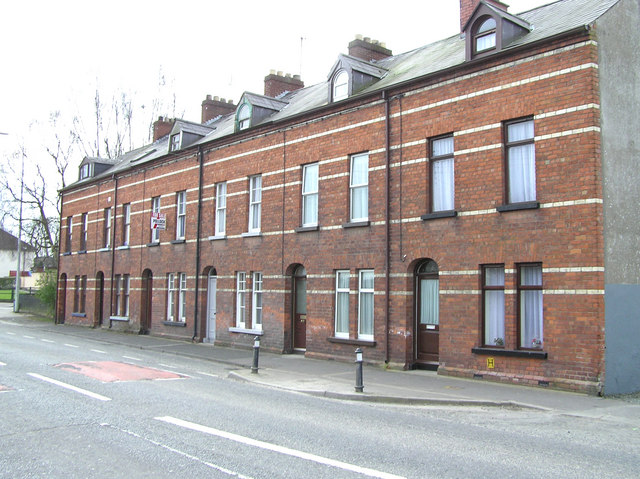 File terraced houses omagh for Whats a terraced house