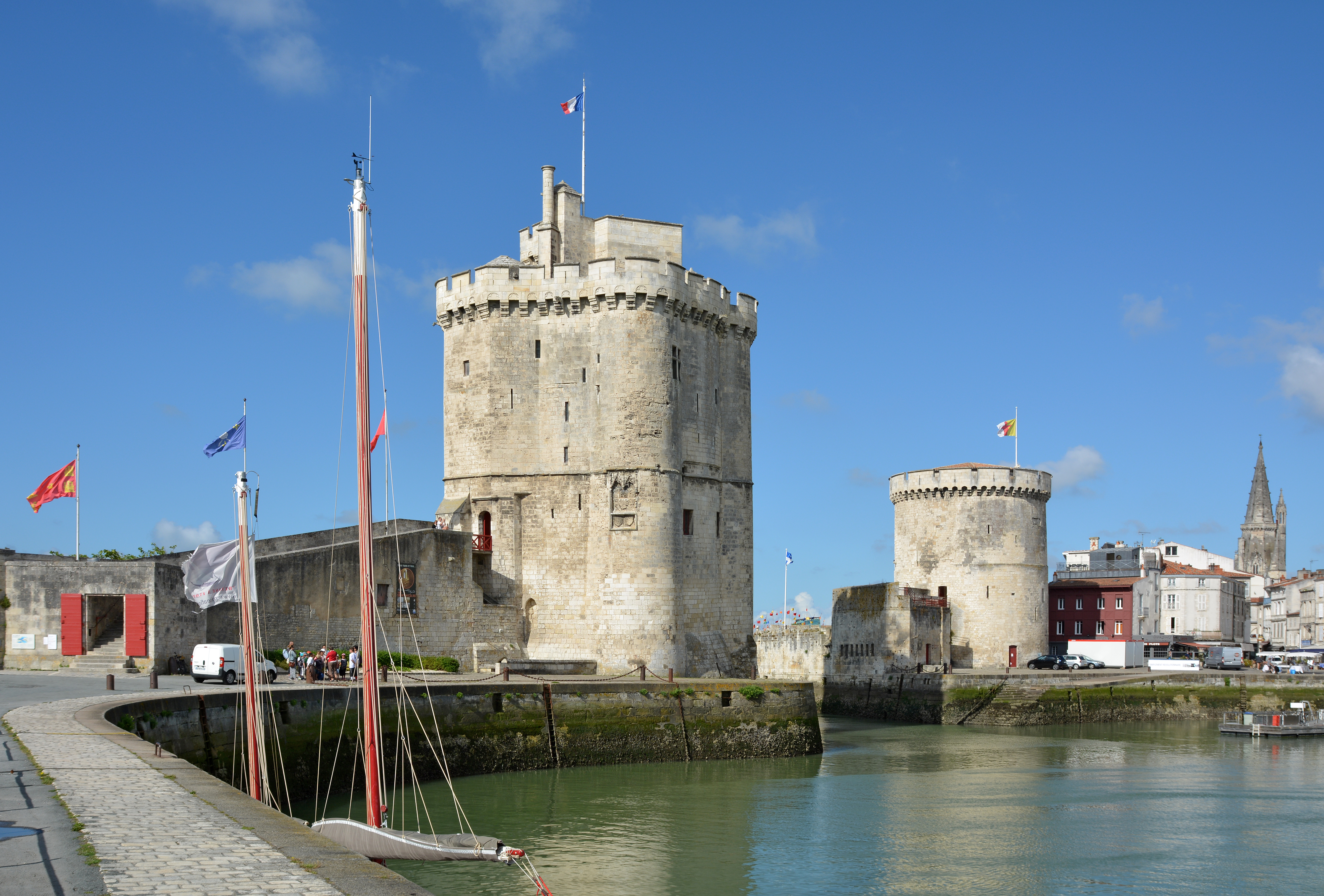 fichier tours st nicolas et de la chaine la rochelle dsc wikip dia. Black Bedroom Furniture Sets. Home Design Ideas