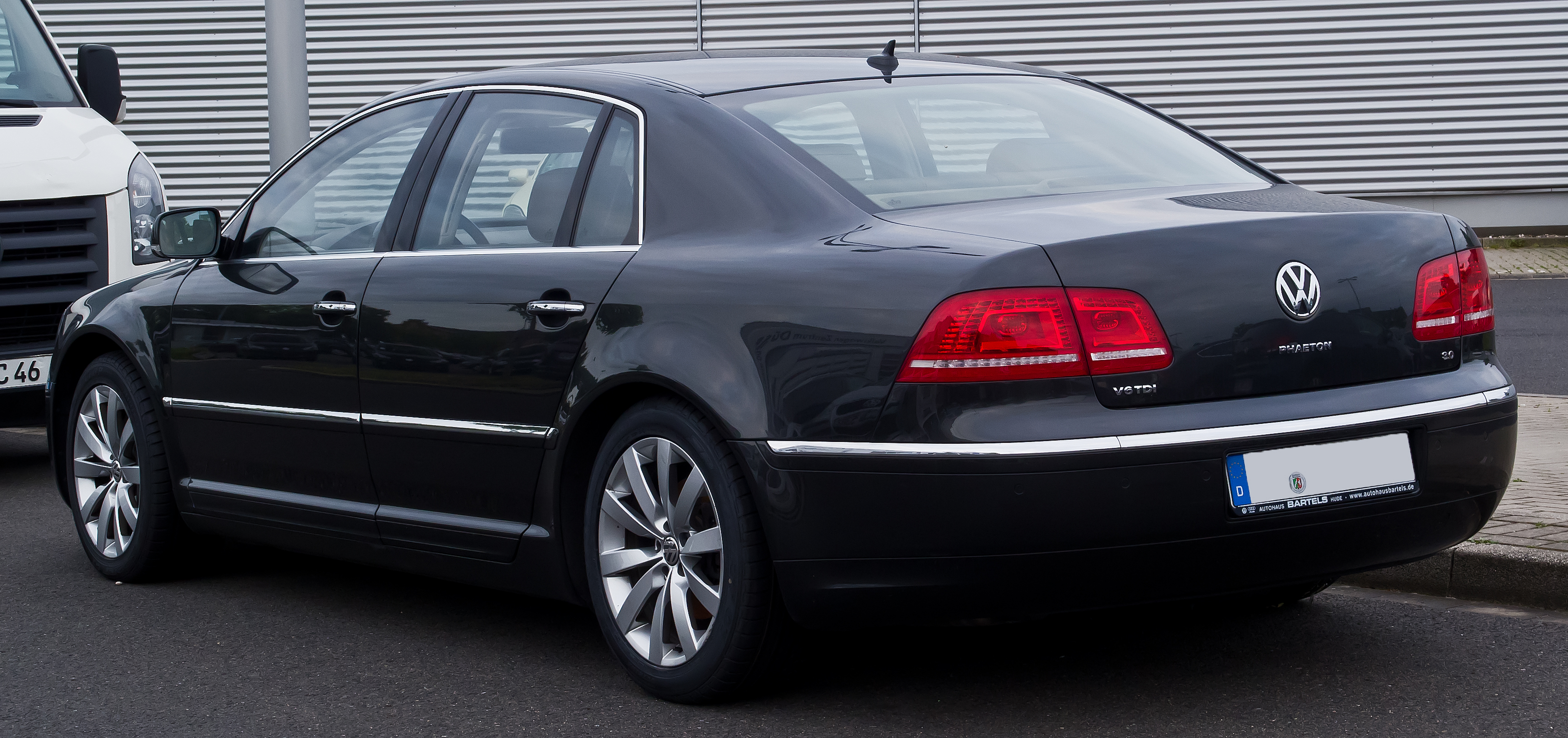 file vw phaeton 3 0 v6 tdi 4motion 2 facelift heckansicht 20 juni 2014 d. Black Bedroom Furniture Sets. Home Design Ideas