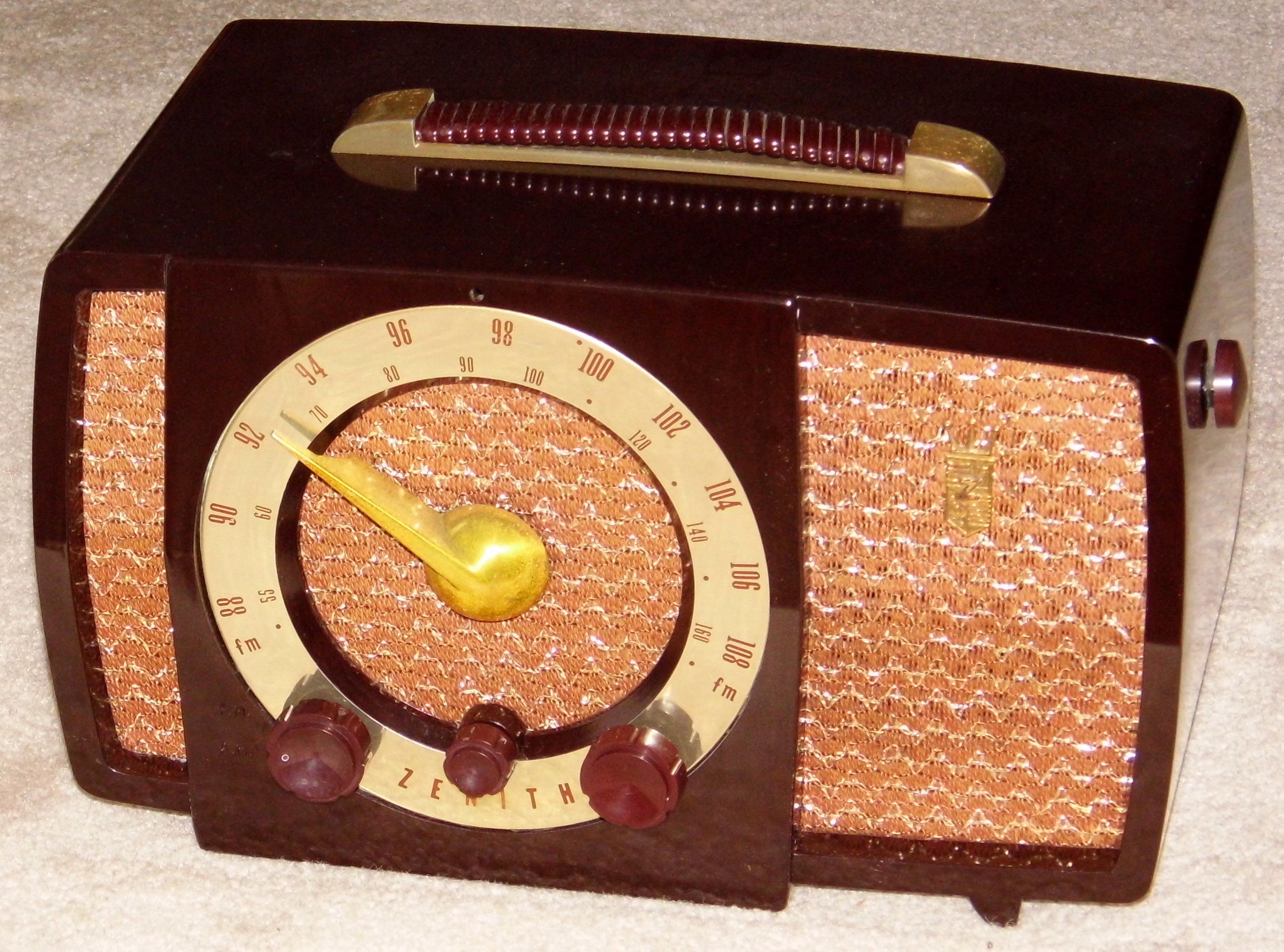 File:Vintage Zenith Table Radio, Model 7H02Z1, Broadcast U0026 FM Bands, 7