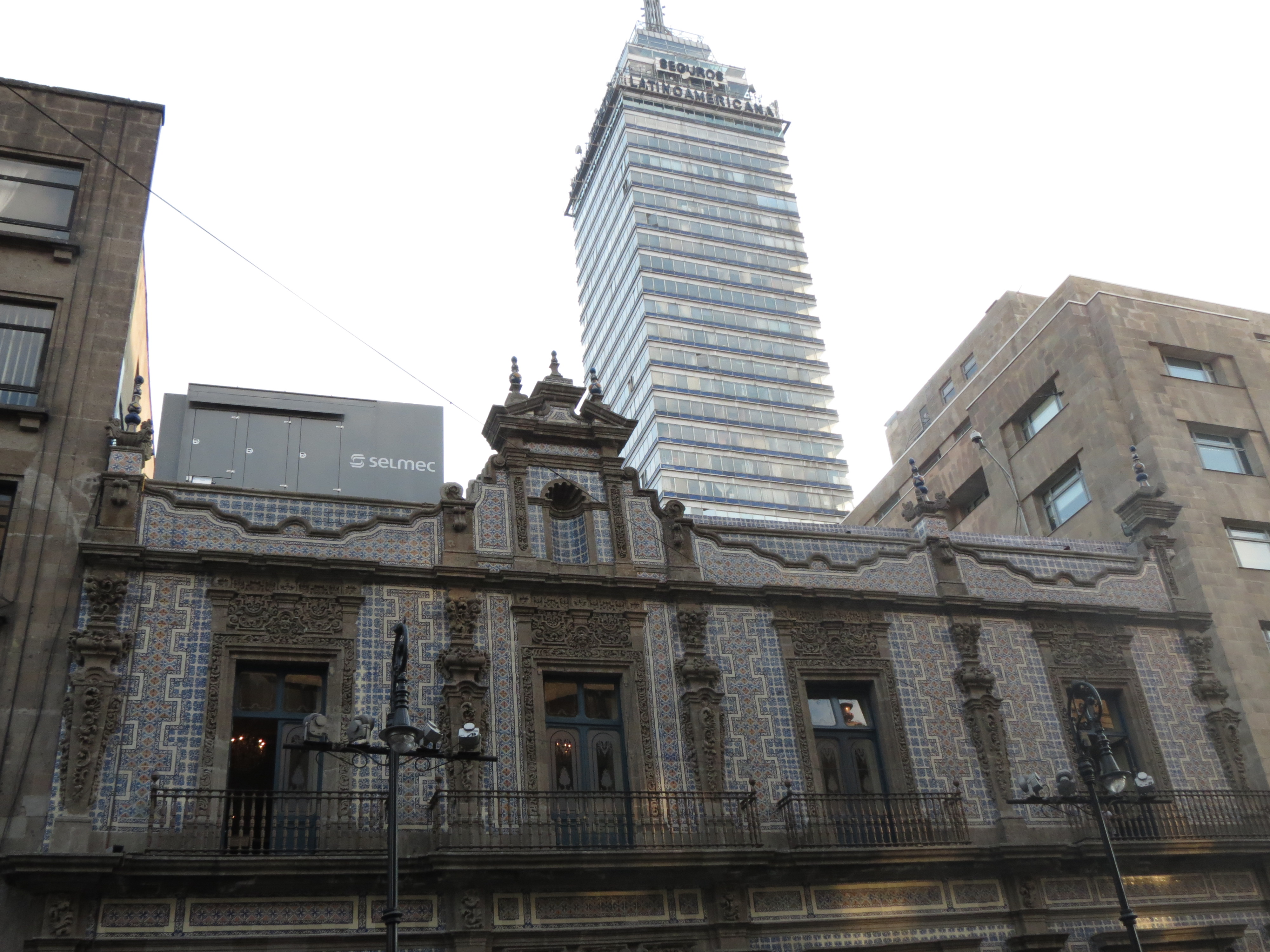 F jl vista de la casa de los azulejos con la torre for La casa del azulejo san francisco