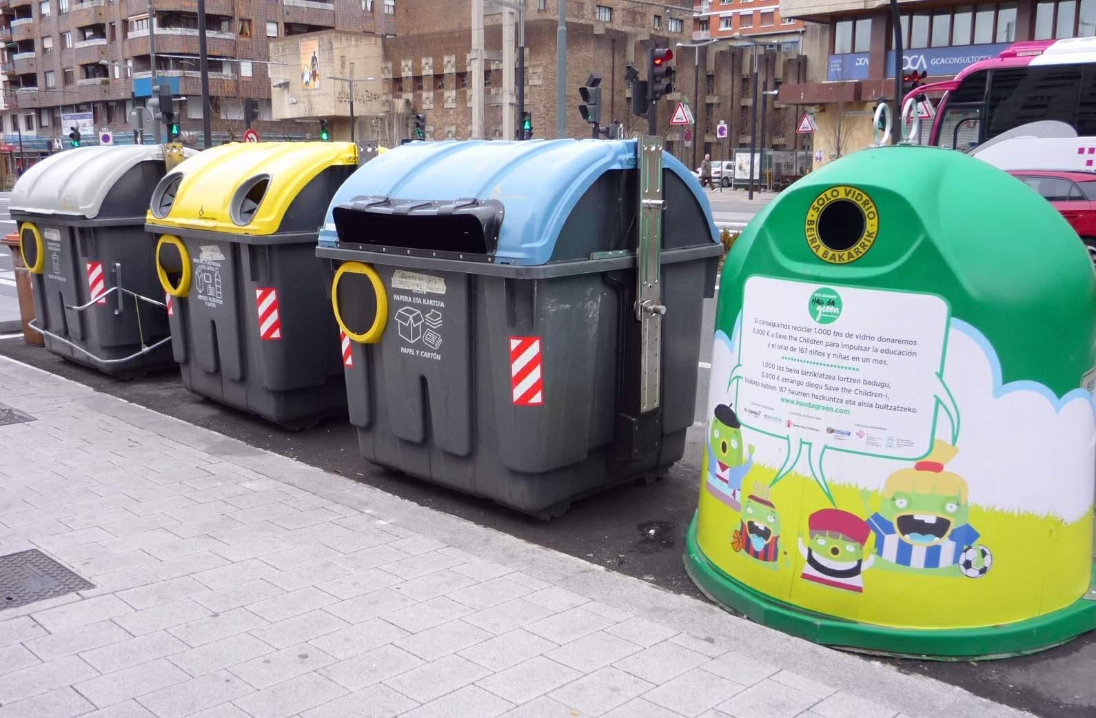 contenedores de reciclaje de residuos urbanos