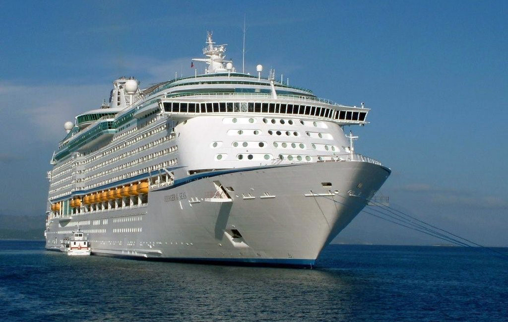 FileVoyager Of The Seas Ship 1999 001jpg  Wikimedia