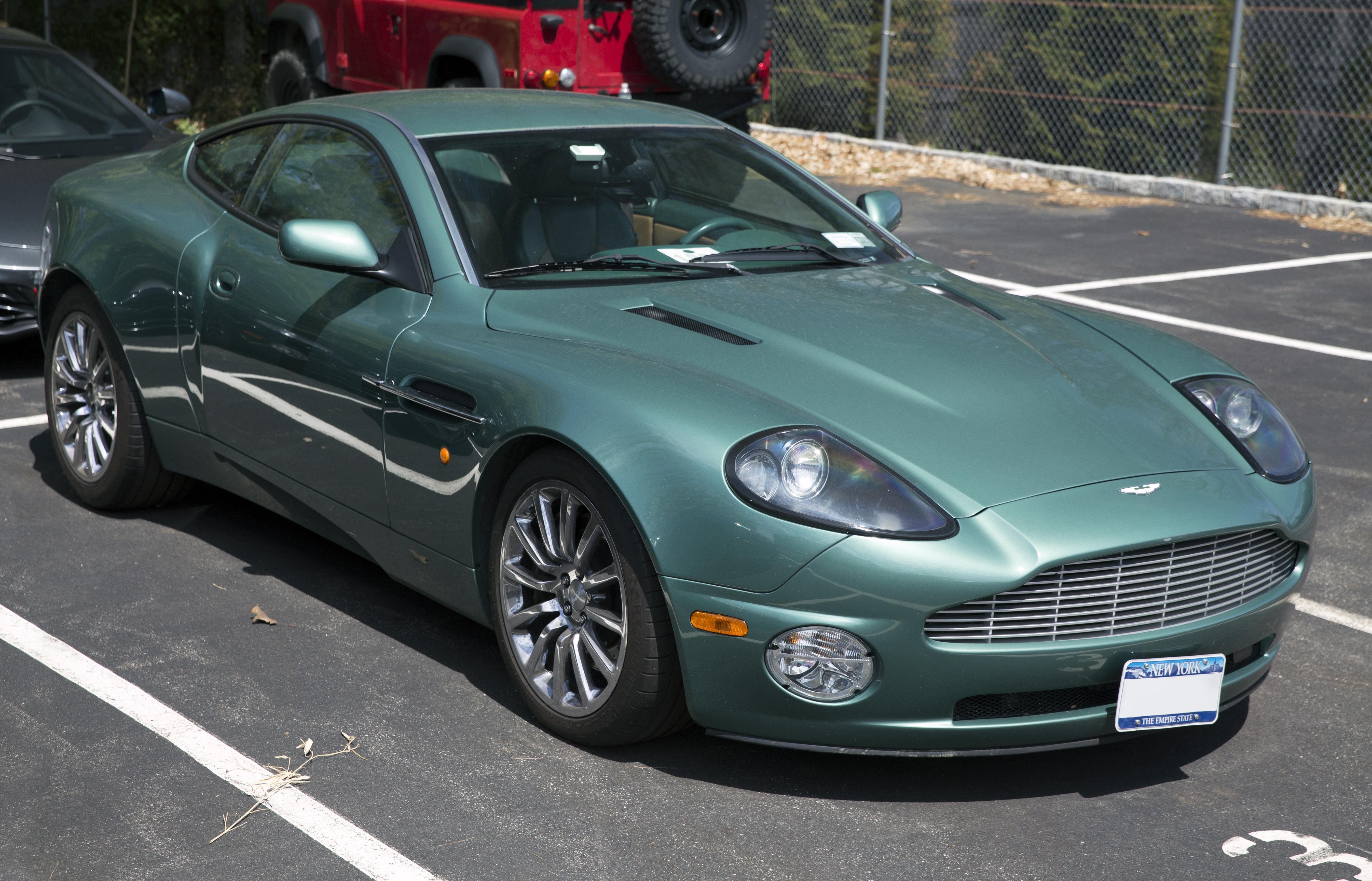 File 2002 Aston Martin V12 Vanquish Am Racing Green Front Right Jpg Wikimedia Commons