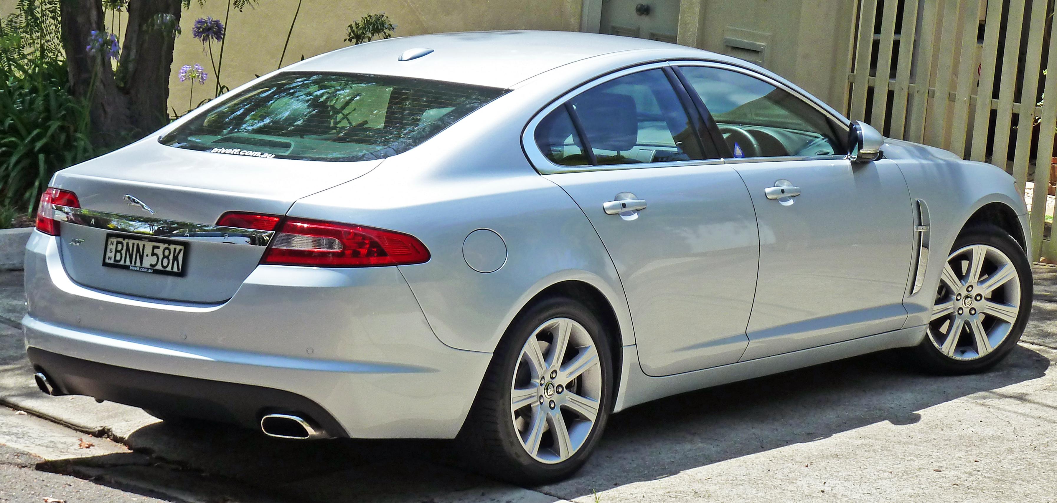 File:2009-2010 Jaguar XF (X250 MY10) Luxury sedan (2011-01 ...