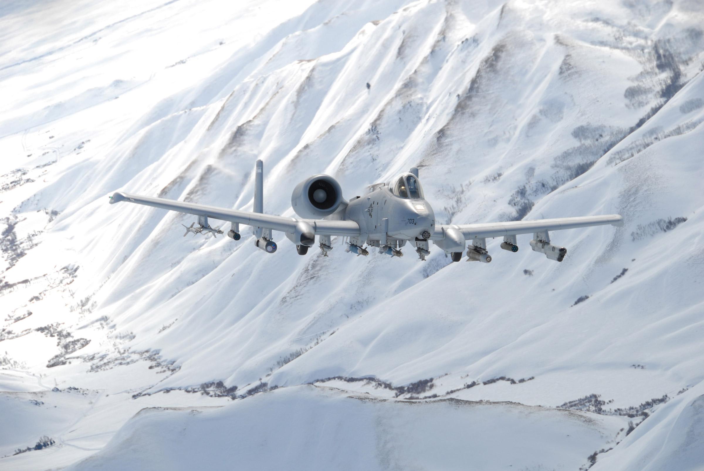[2,400 × 1,606] A10A Thunderbolt II flying over Sawtooth ...