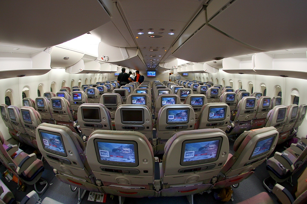 File airbus a380 861 emirates wikimedia for Interieur 777
