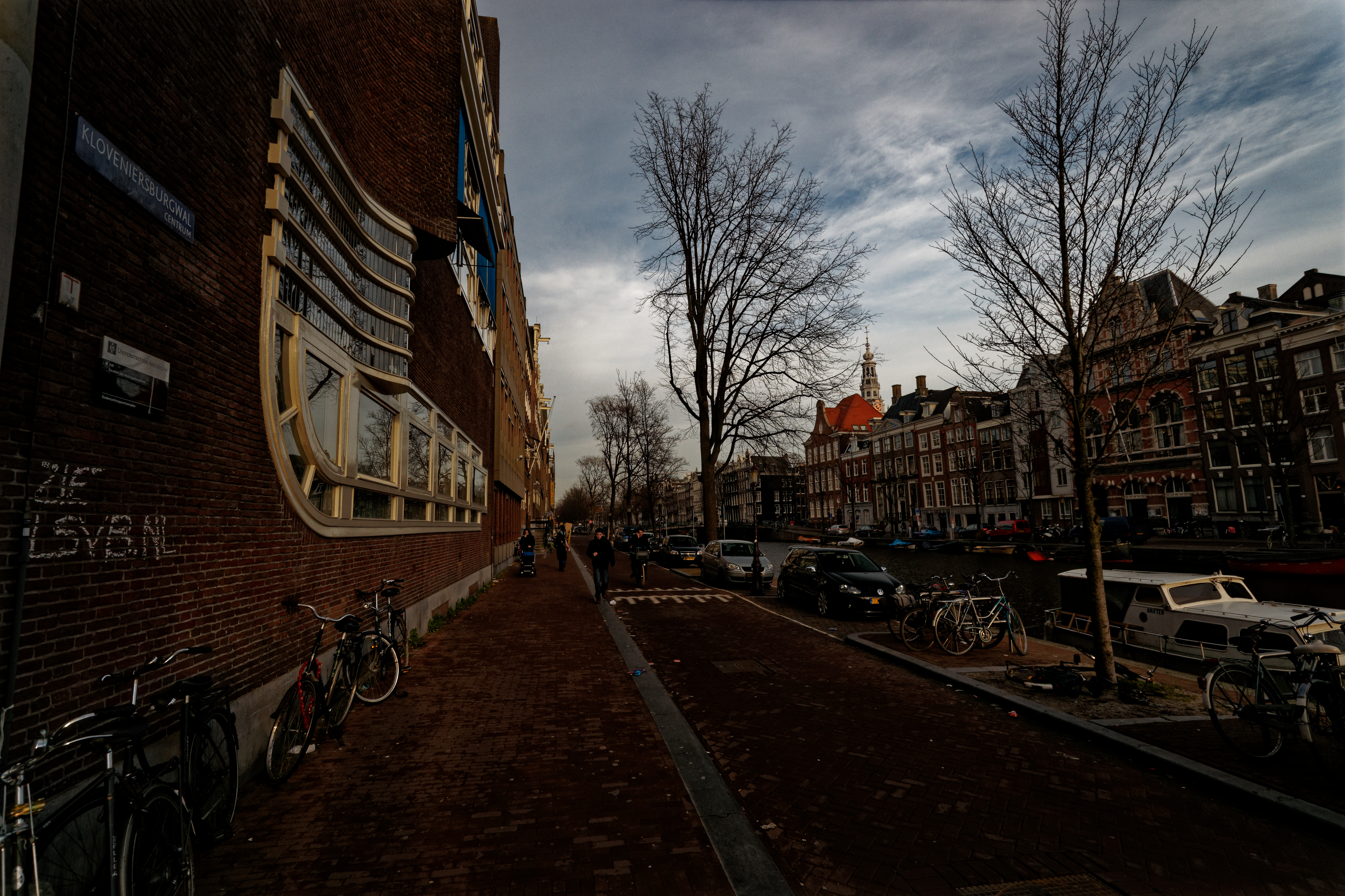 File:Amsterdam - Kloveniersburgwal - View NNE along