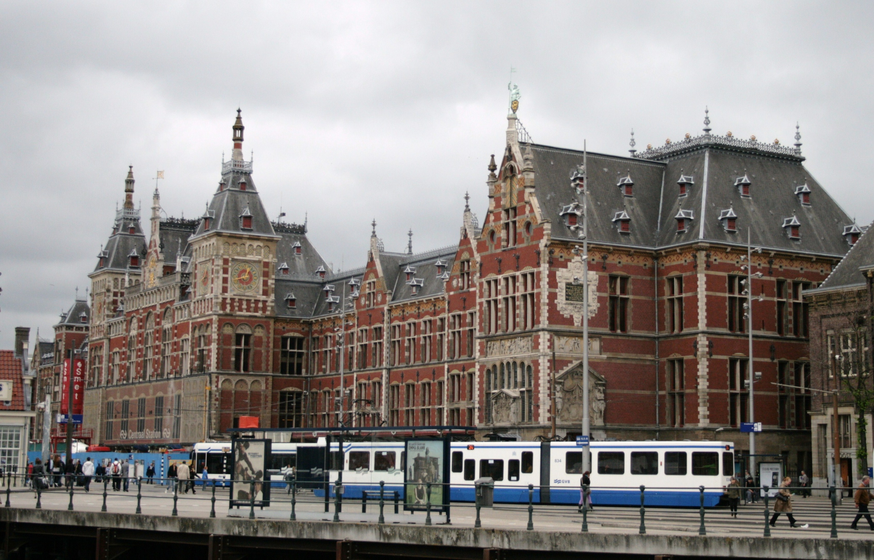 history of amsterdam centraal pdf